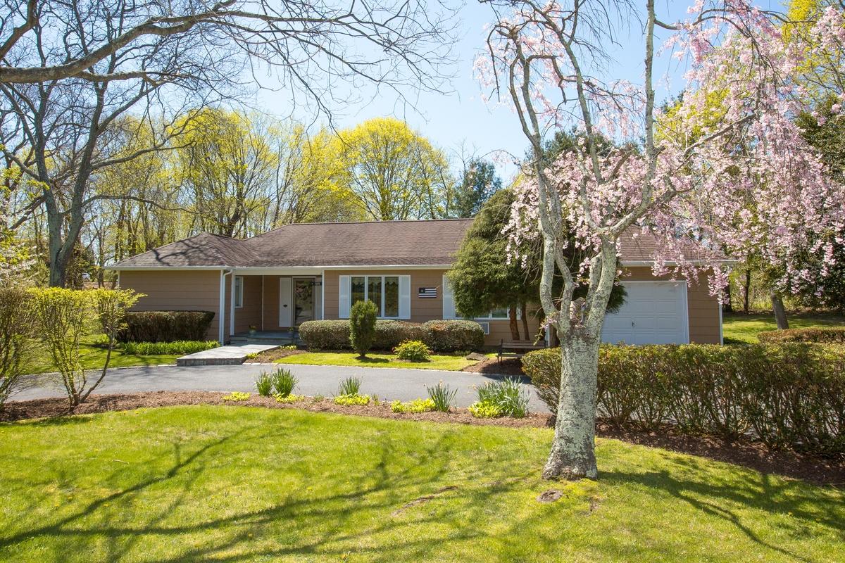 Einfamilienhaus für Verkauf beim Ranch 1400 Stillwater Ave Cutchogue, New York, 11935 Vereinigte Staaten