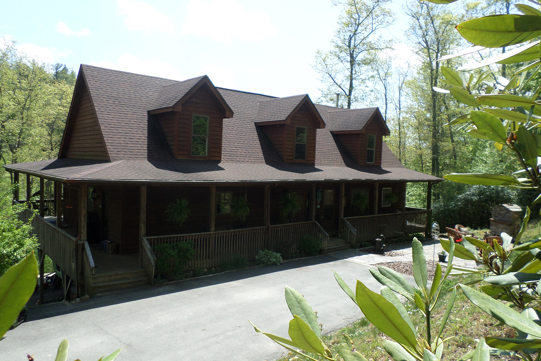 Single Family Home for Sale at Newland 670 Linville River Farm Lane Newland, North Carolina, 28657 United States