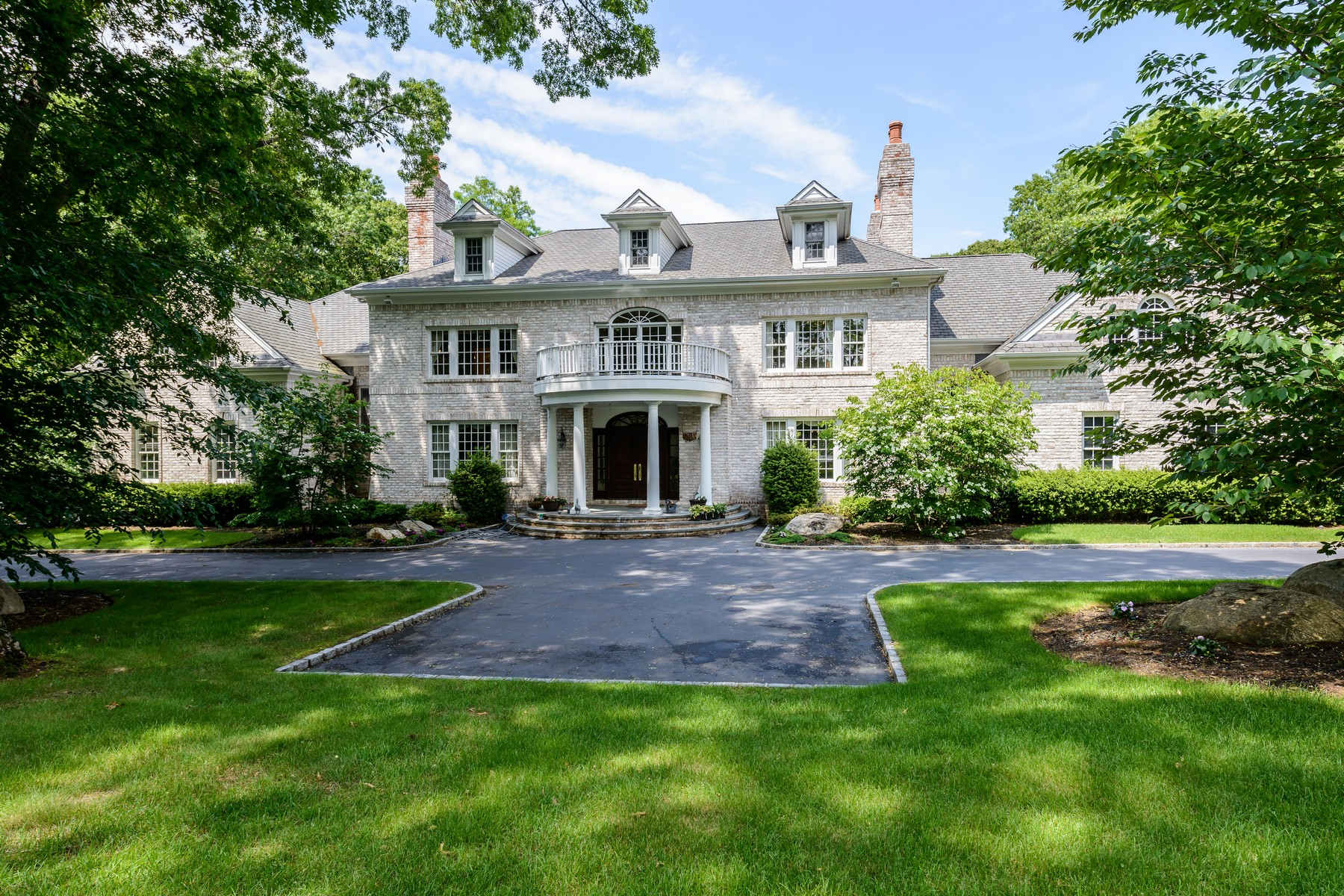 Single Family Home for Sale at Colonial 23 N Danton Ln Lattingtown, New York, 11560 United States