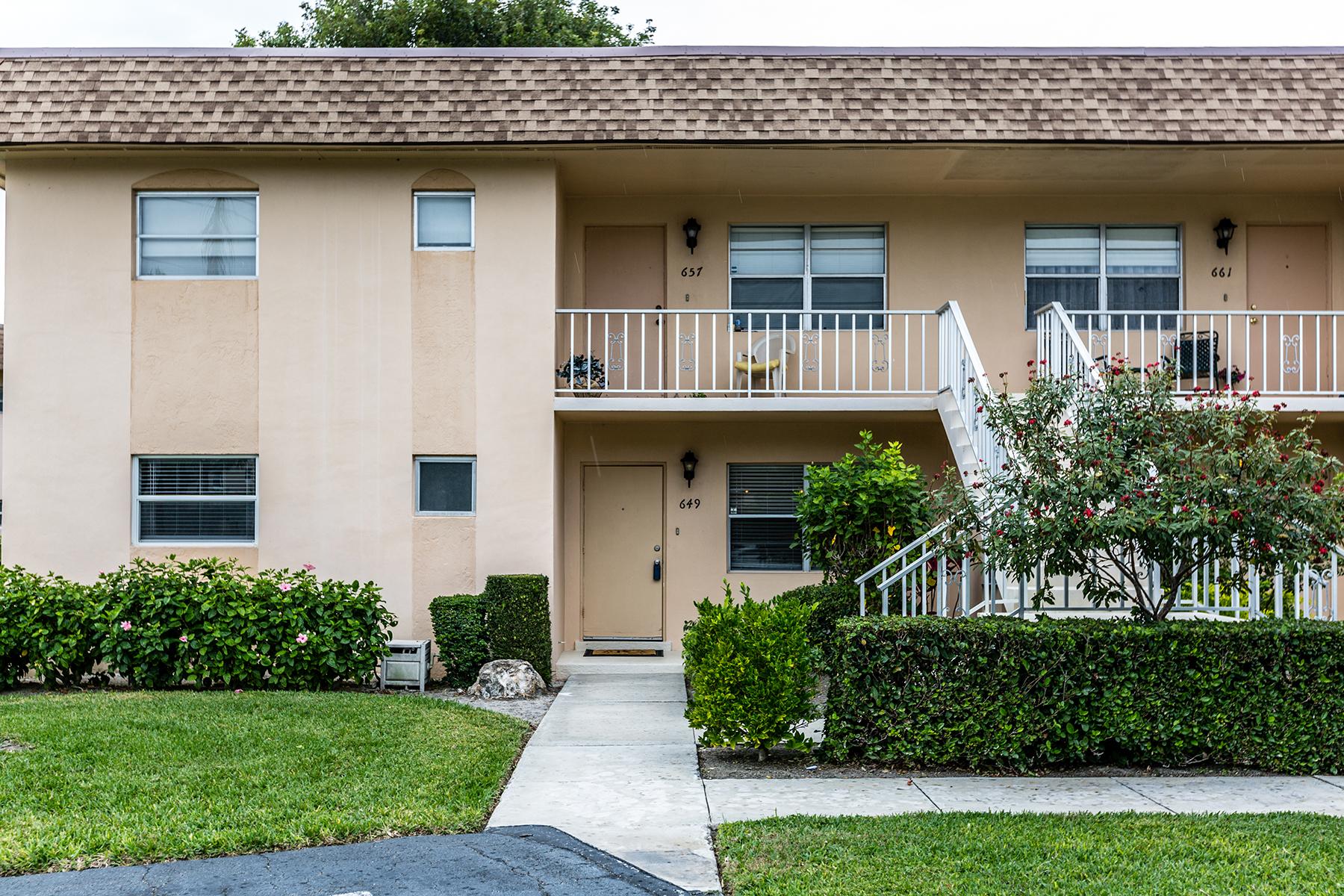 共管物業 為 出售 在 PALM RIVER - COCOHATCHEE MANOR 649 Palm View Dr A1 Naples, 佛羅里達州 34110 美國