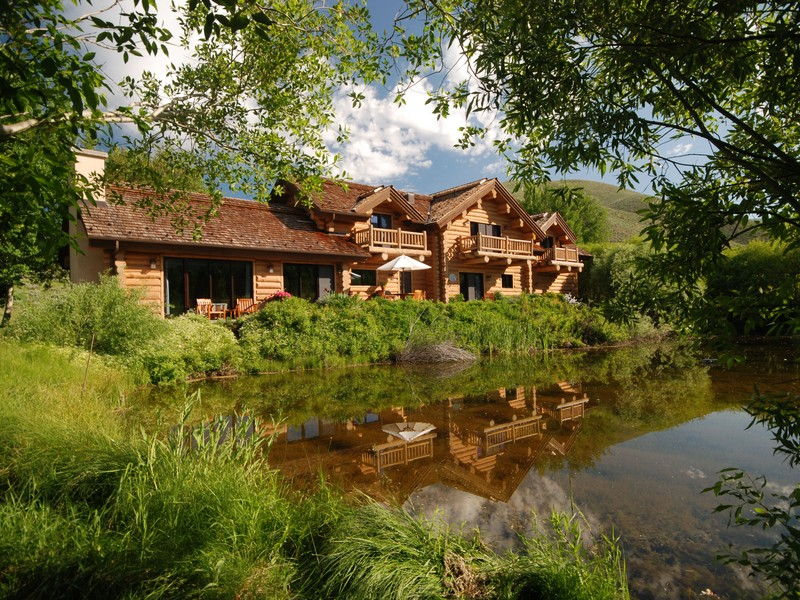 Villa per Vendita alle ore Waterfront Lodge-Style Sun Valley Home 104 Silver Queen Dr Elkhorn, Sun Valley, Idaho 83353 Stati Uniti