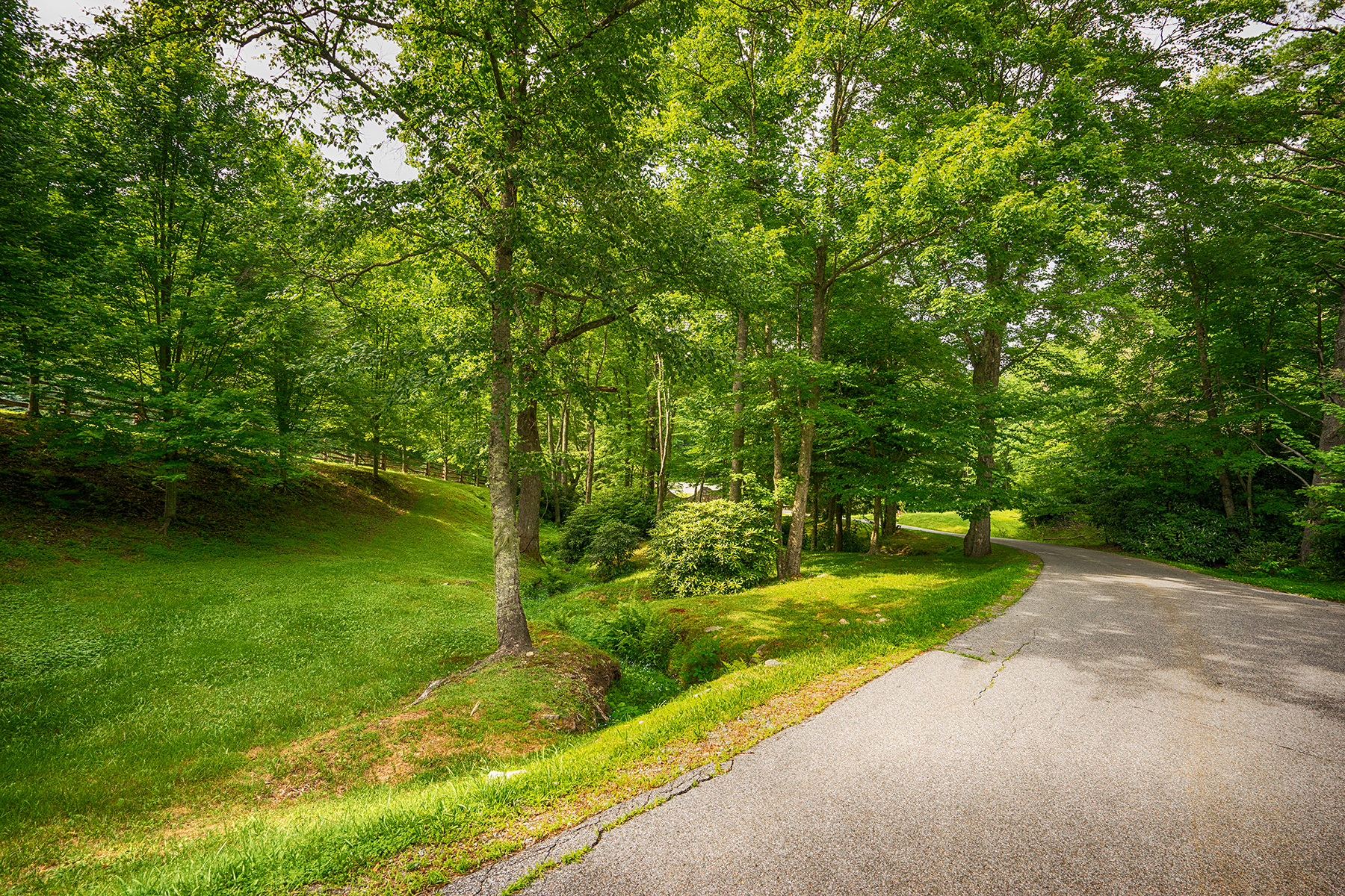 Additional photo for property listing at BLOWING ROCK - PARKWAY CROSSING Lot 13  Cielo Road Blowing Rock, North Carolina 28605 United States