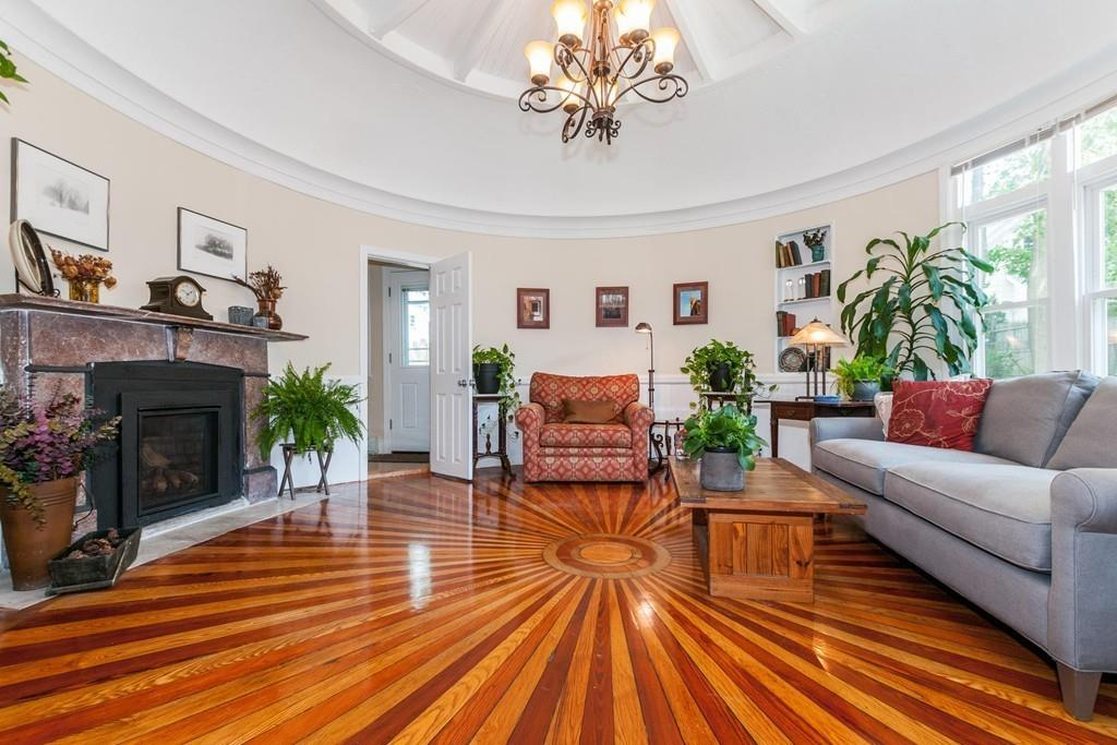 Nhà chung cư vì Bán tại 17 Dent #1, Boston 17 Dent St #1 West Roxbury, Boston, Massachusetts, 02132 Hoa Kỳ