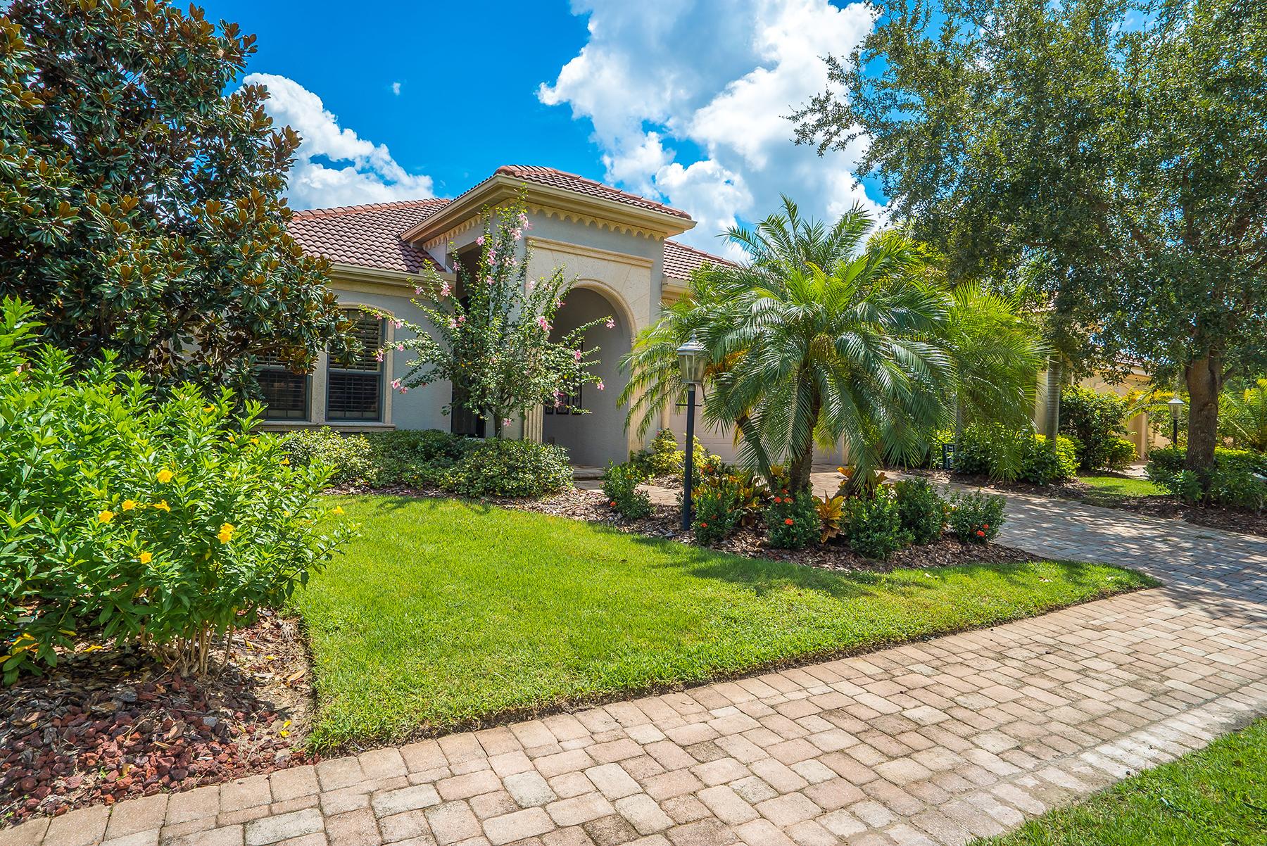 Maison unifamiliale pour l Vente à LAKEWOOD RANCH COUNTRY CLUB 7415 Riviera Cv Lakewood Ranch, Florida, 34202 États-Unis