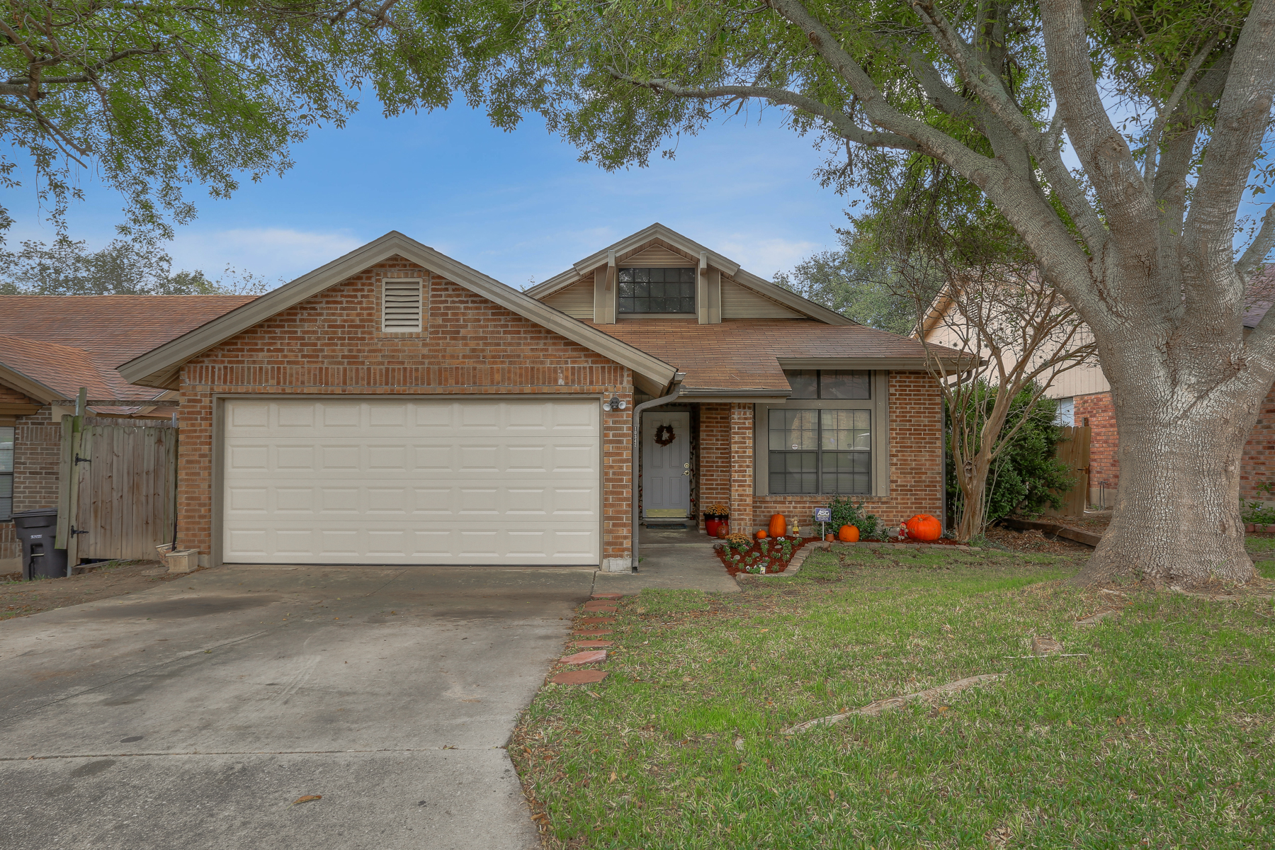 Single Family Home for Sale at Beautiful Single-Story Home in Heritage Northwest 10342 Rustic Village Dr San Antonio, Texas 78245 United States