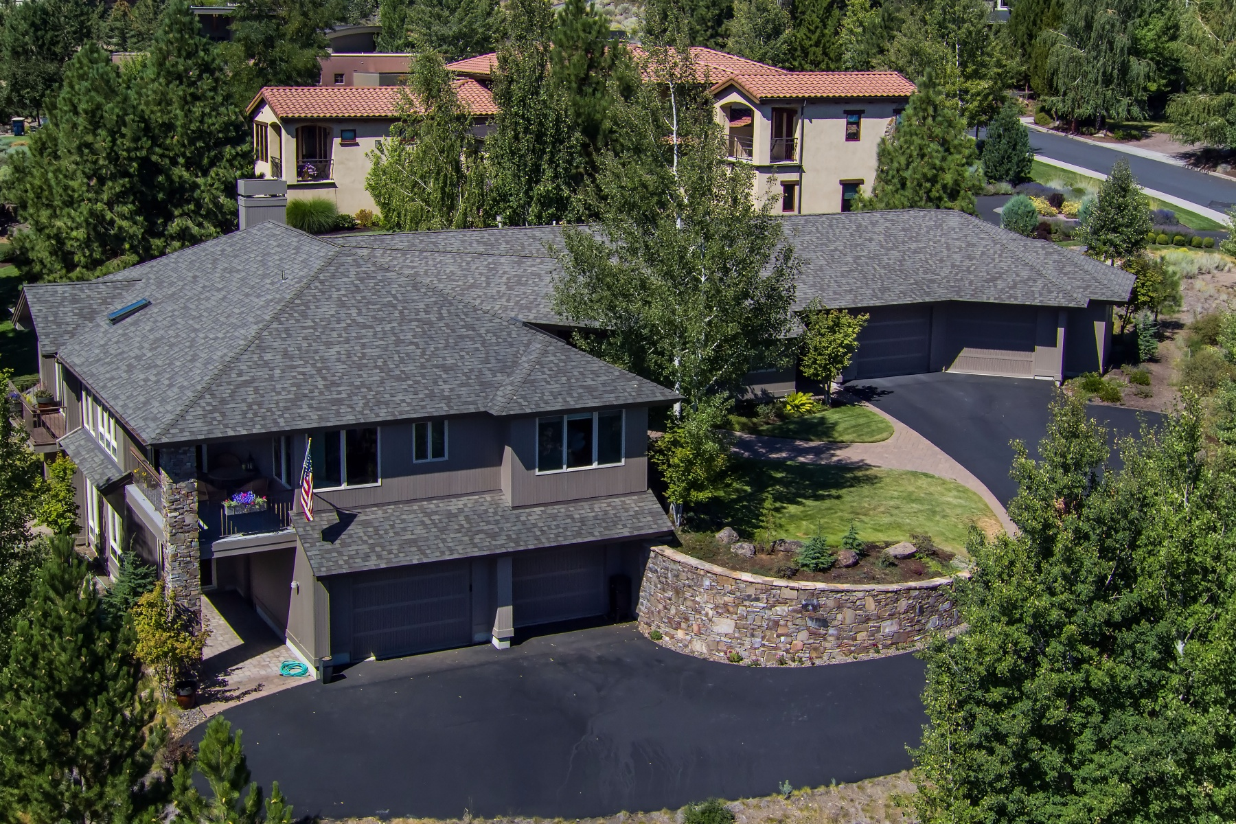 Moradia para Venda às Custom Home in Hillside Park 702 NW Stonepine Dr Bend, Oregon, 97703 Estados Unidos