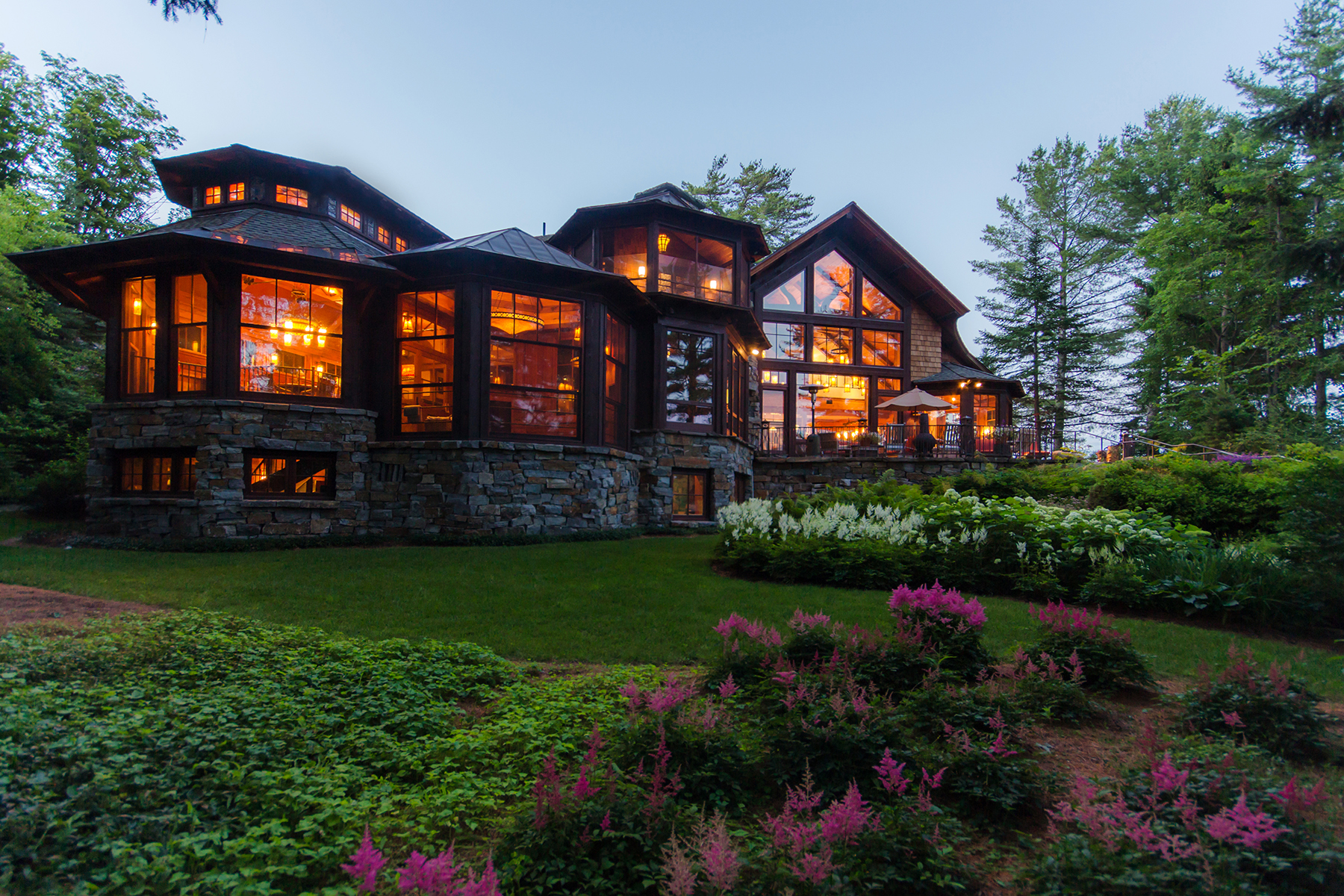 단독 가정 주택 용 매매 에 Most Magnificent Home Available in Lake Placid 134 Mirror Lake Dr Lake Placid, 뉴욕, 12946 미국