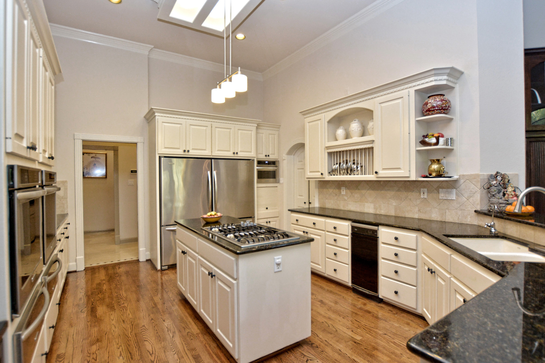 Additional photo for property listing at Refined Elegance in The Dominion 22 Galleria Dr San Antonio, Texas 78257 United States