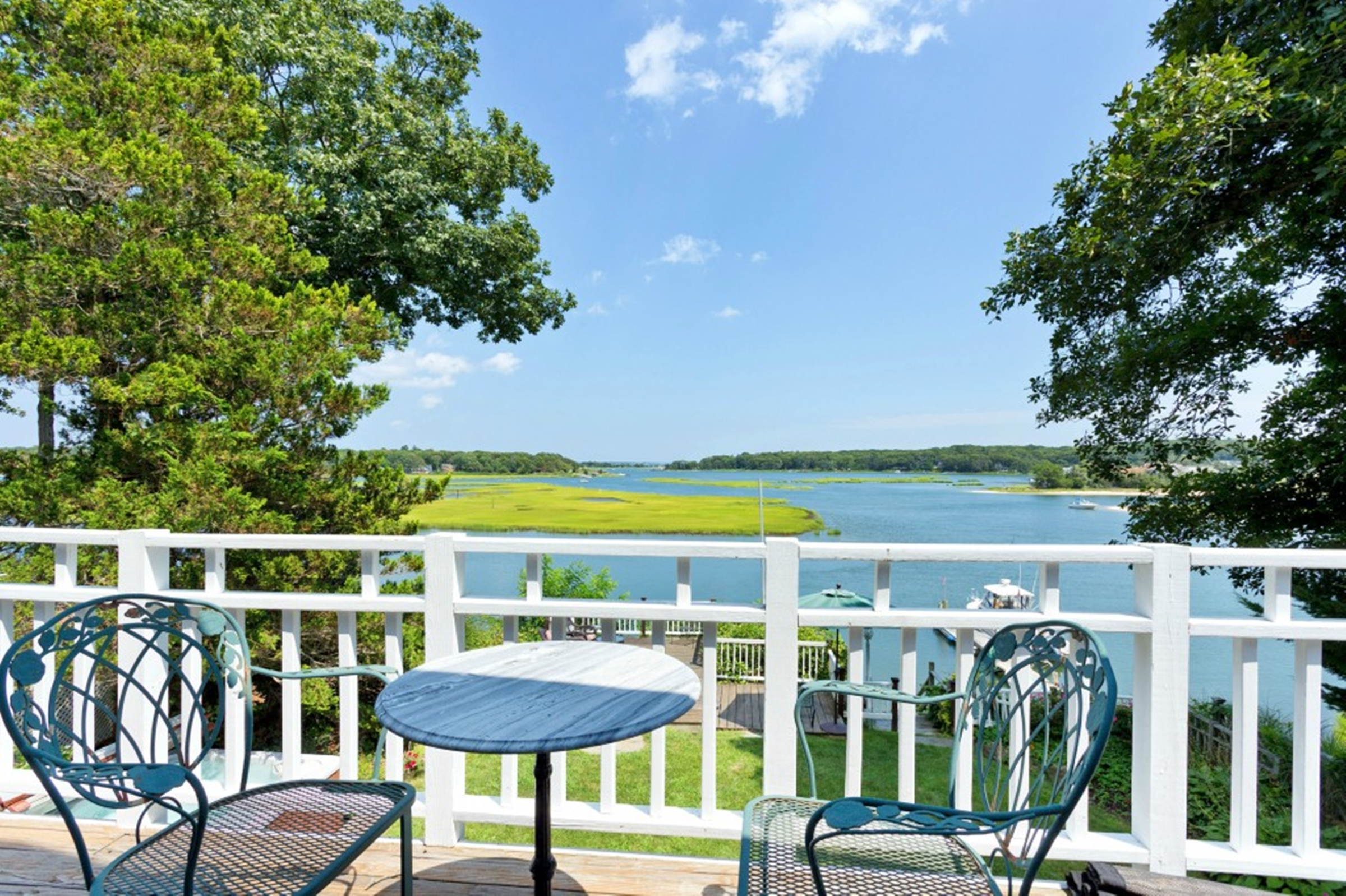 Single Family Home for Sale at 2 Story 1555 Fleetwood Rd Cutchogue, New York, 11935 United States