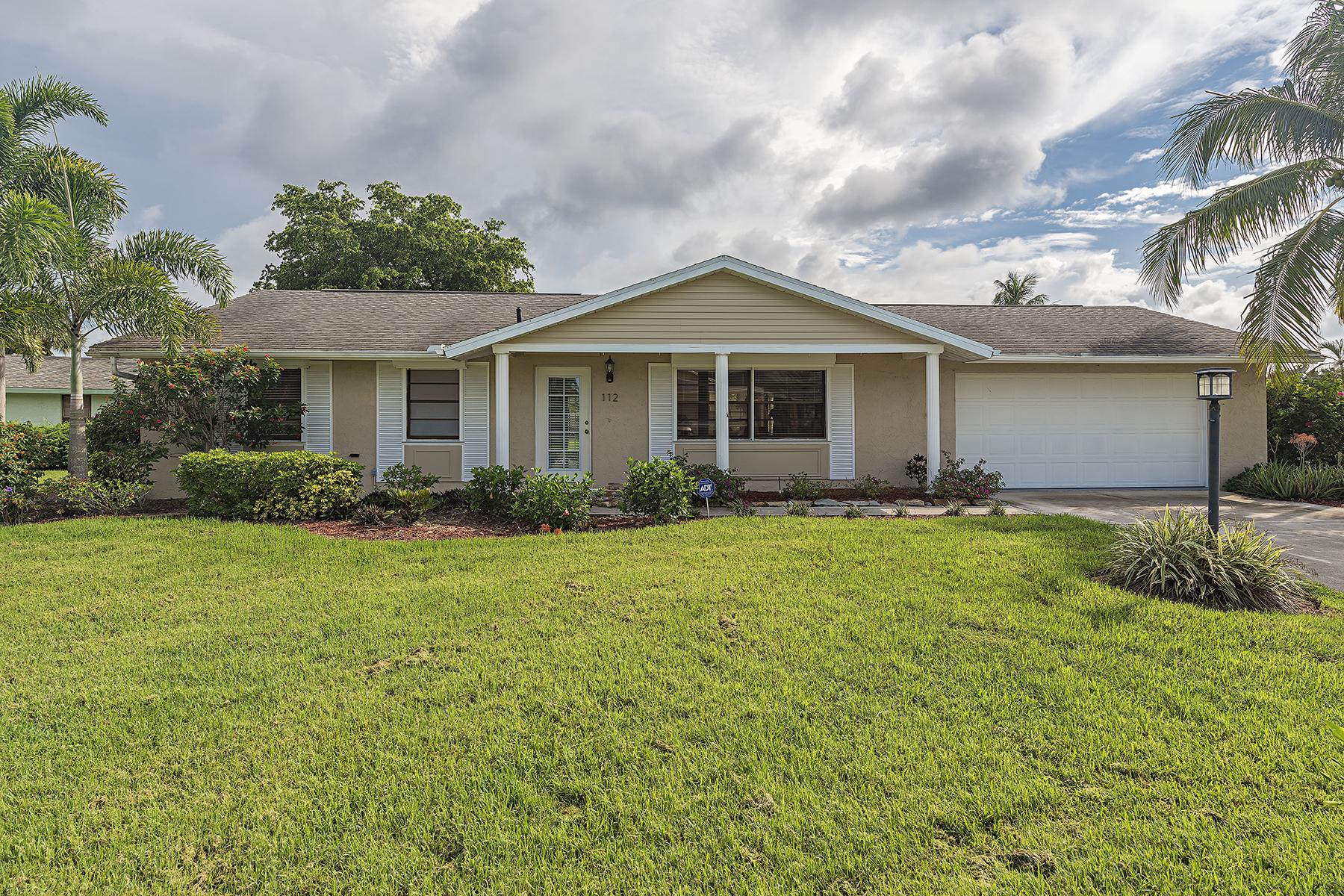 Casa Unifamiliar por un Venta en NAPLES SOUTH - SHENANDOAH 112 Blue Ridge Dr Naples, Florida, 34112 Estados Unidos