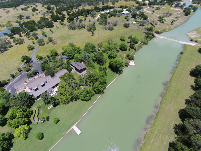 농장 / 목장 / 농장 용 매매 에 Live Water Equestrian Ranch with Luxurious Custom 143 Lower Turtle Creek Rd Kerrville, 텍사스 78028 미국