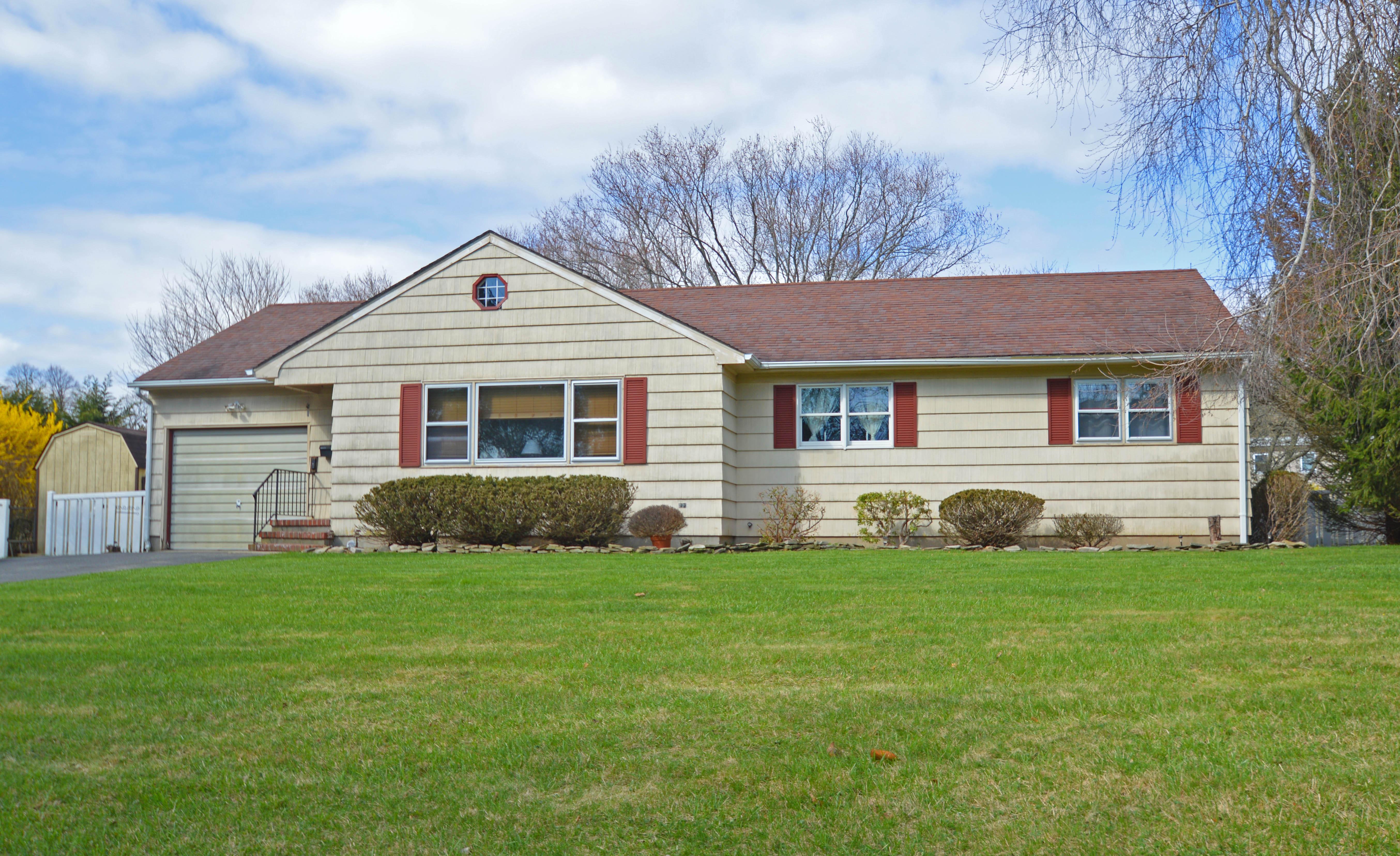 Casa para uma família para Venda às Ranch 13 Madison St Greenport, Nova York 11944 Estados Unidos