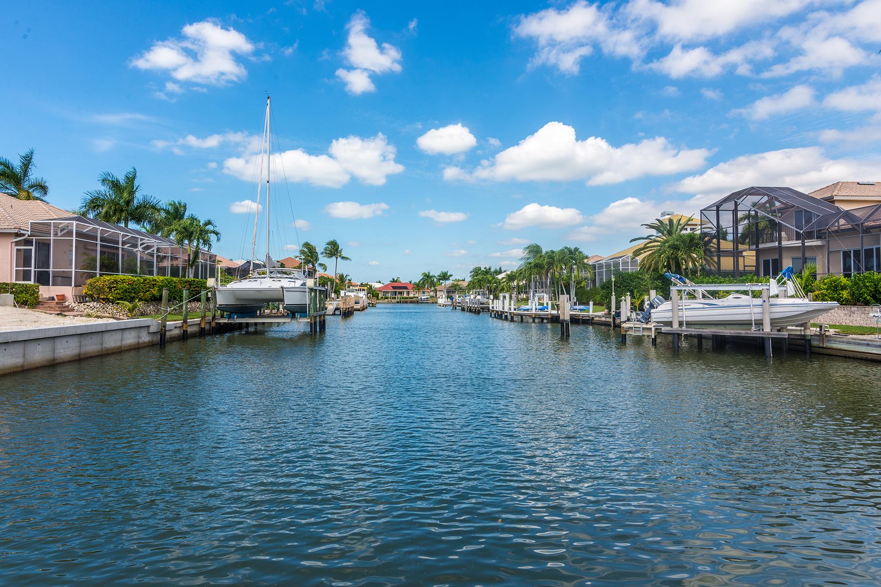 Terreno por un Venta en MARCO ISLAND - CRESCENT STREET 672 Crescent St Marco Island, Florida 34145 Estados Unidos