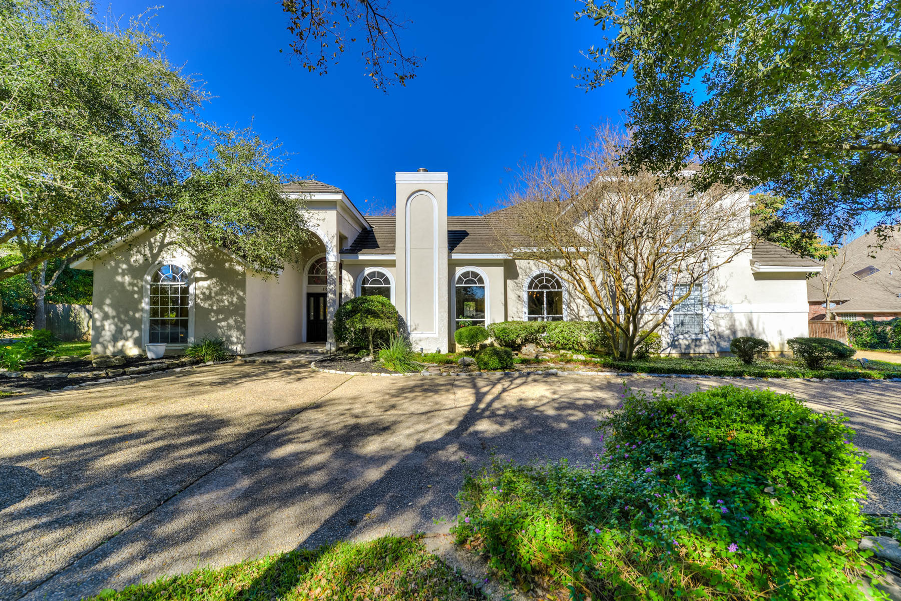 Single Family Home for Sale at Gorgeous Home in Shavano Park With a Tennis Court 107 Post Oak Way San Antonio, Texas 78230 United States