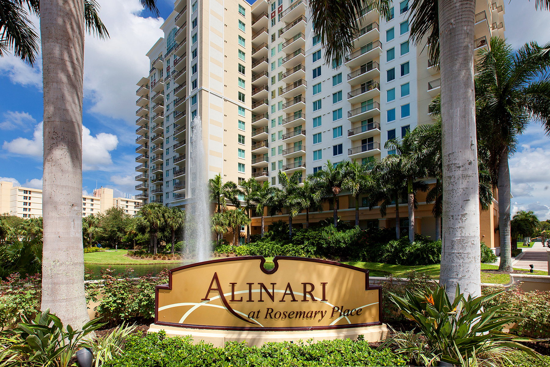 콘도미니엄 용 매매 에 SARASOTA 800 N Tamiami Trl 412 Sarasota, 플로리다 34236 미국