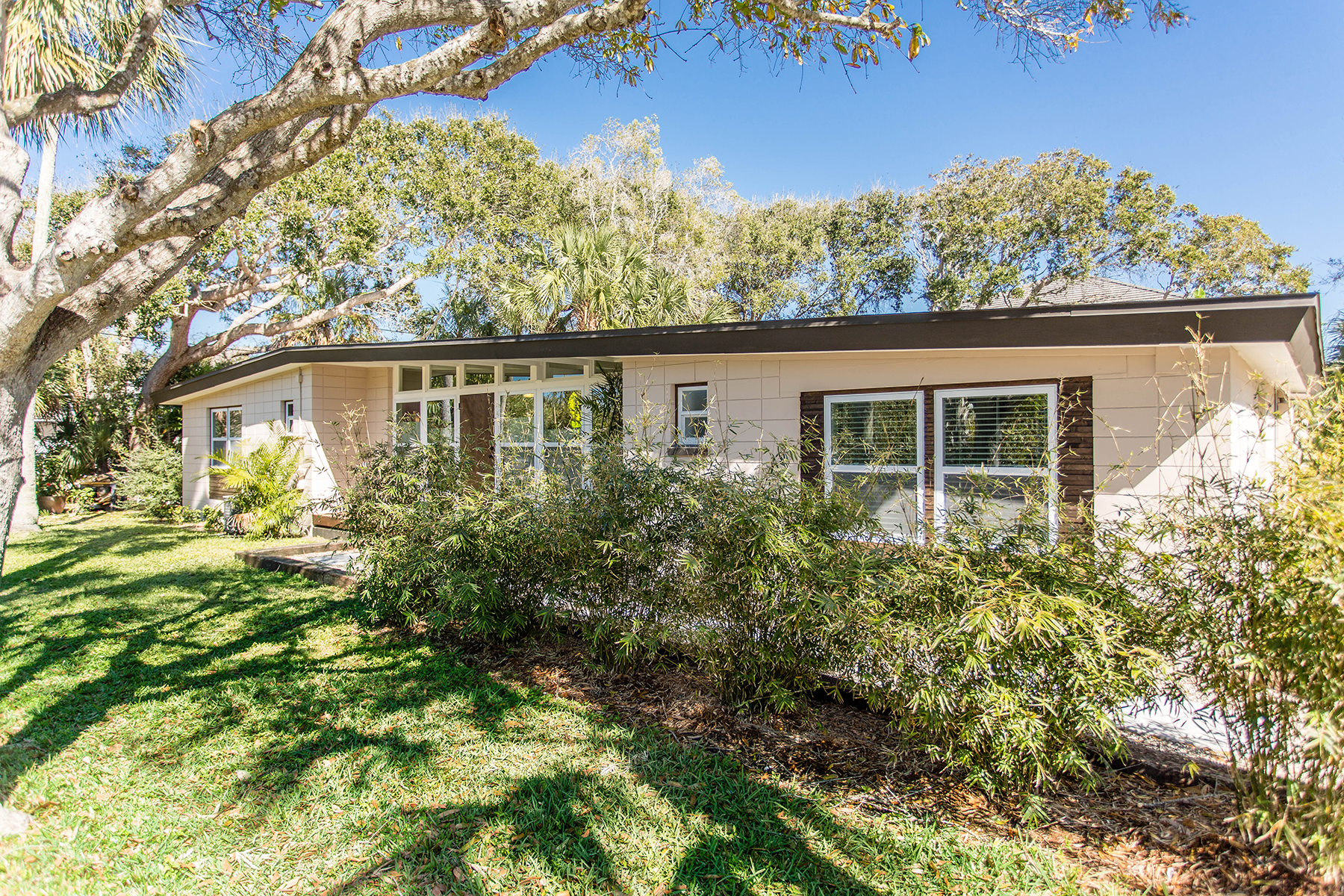 Single Family Home for Sale at BELLEAIR BEACH 501 Gulf Blvd Belleair Beach, Florida, 33786 United States