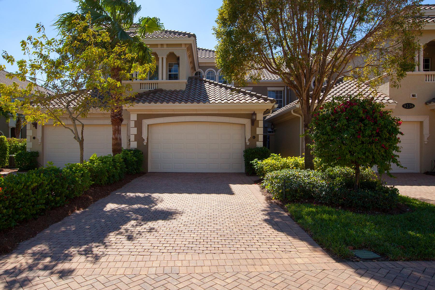 Condomínio para Venda às FIDDLER'S CREEK - VARENNA 9238 Tesoro Ln 201 Naples, Florida 34114 Estados Unidos