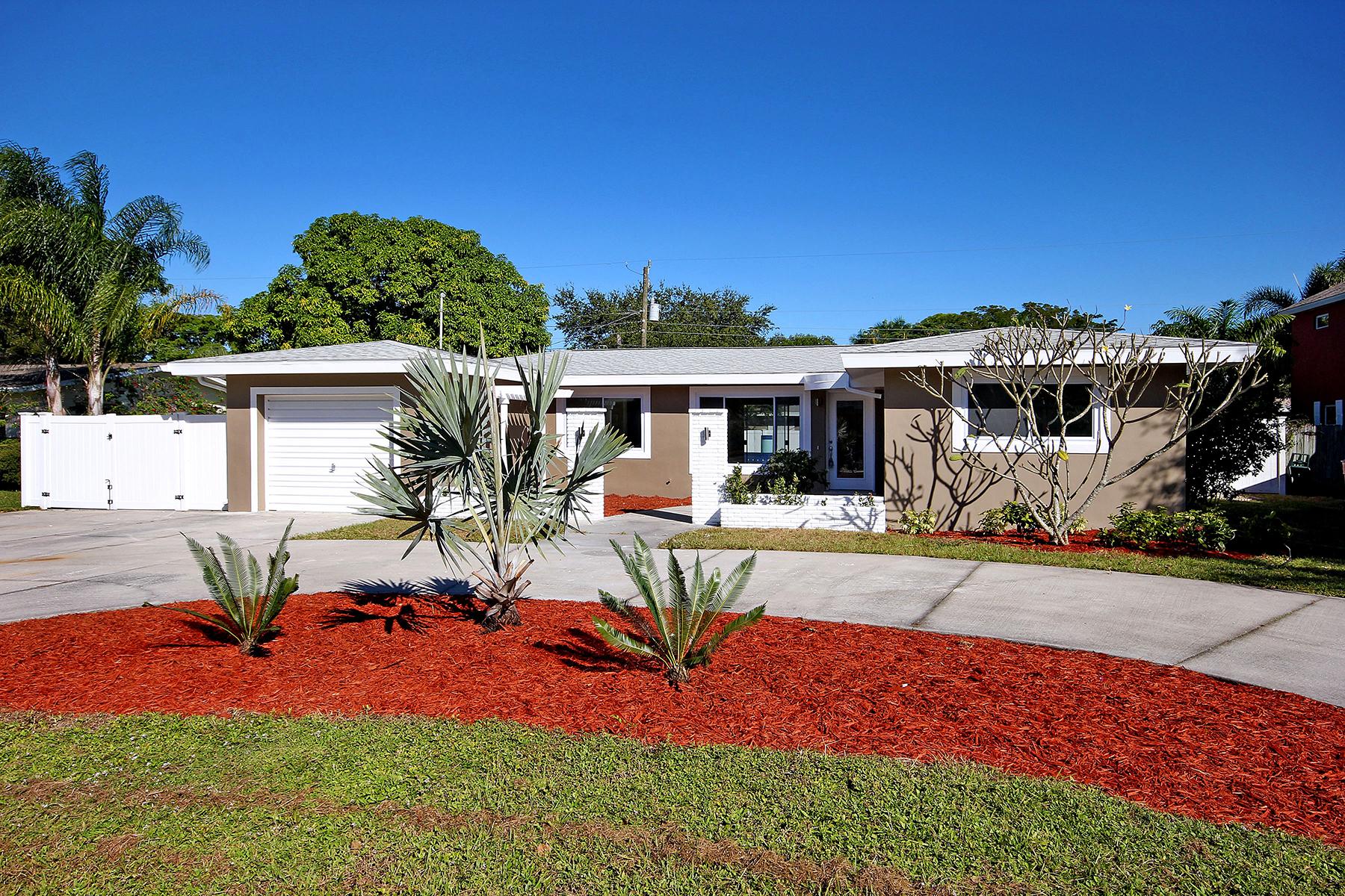 Casa para uma família para Venda às FORT MYERS 1345 Stadler Dr Fort Myers, Florida, 33901 Estados Unidos