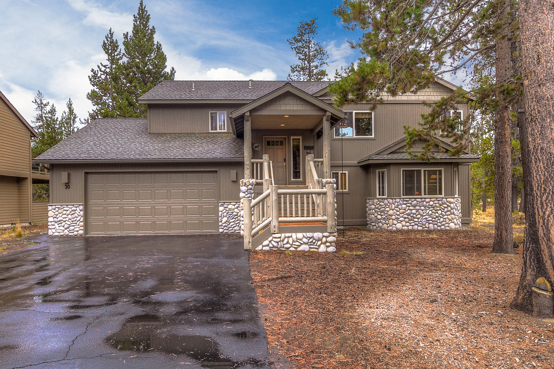 Single Family Home for Sale at Fully-Furnished Sunriver Home 30 Tokatee Ln Sunriver, Oregon, 97707 United States