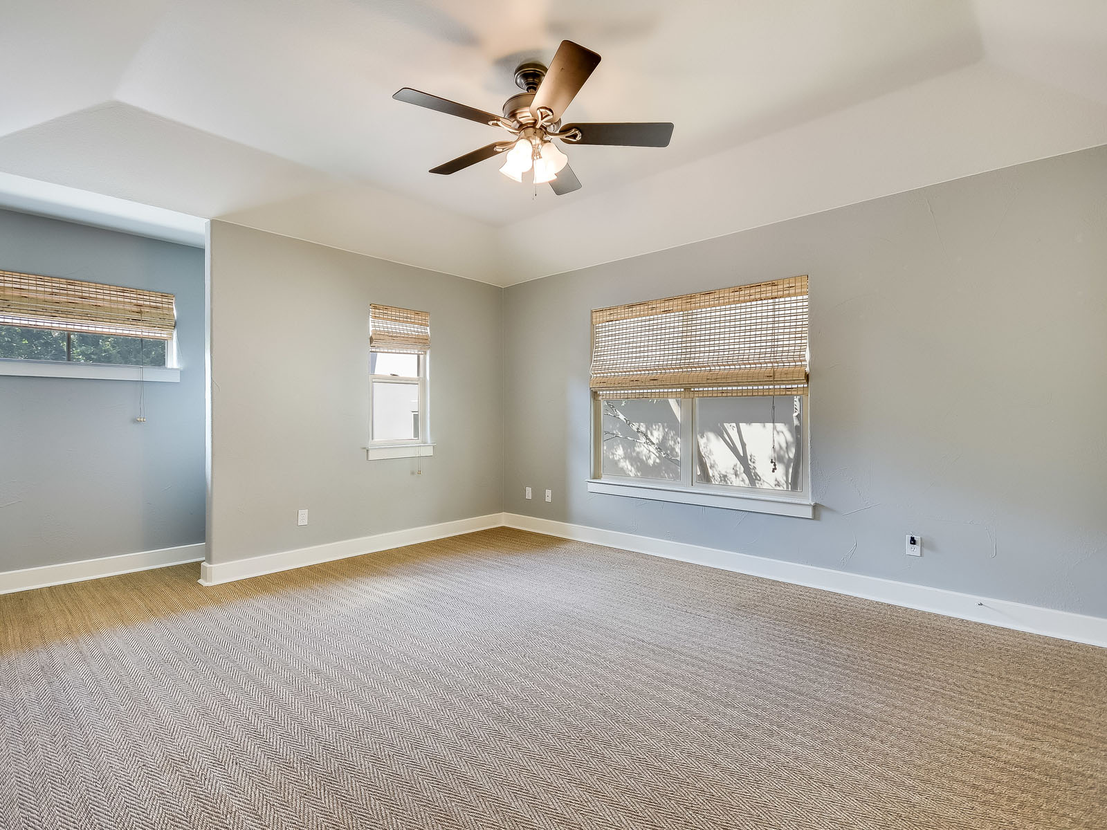 Additional photo for property listing at Updated Garden home in Davenport 2800 Waymaker Way 36 Austin, Texas 78746 Estados Unidos