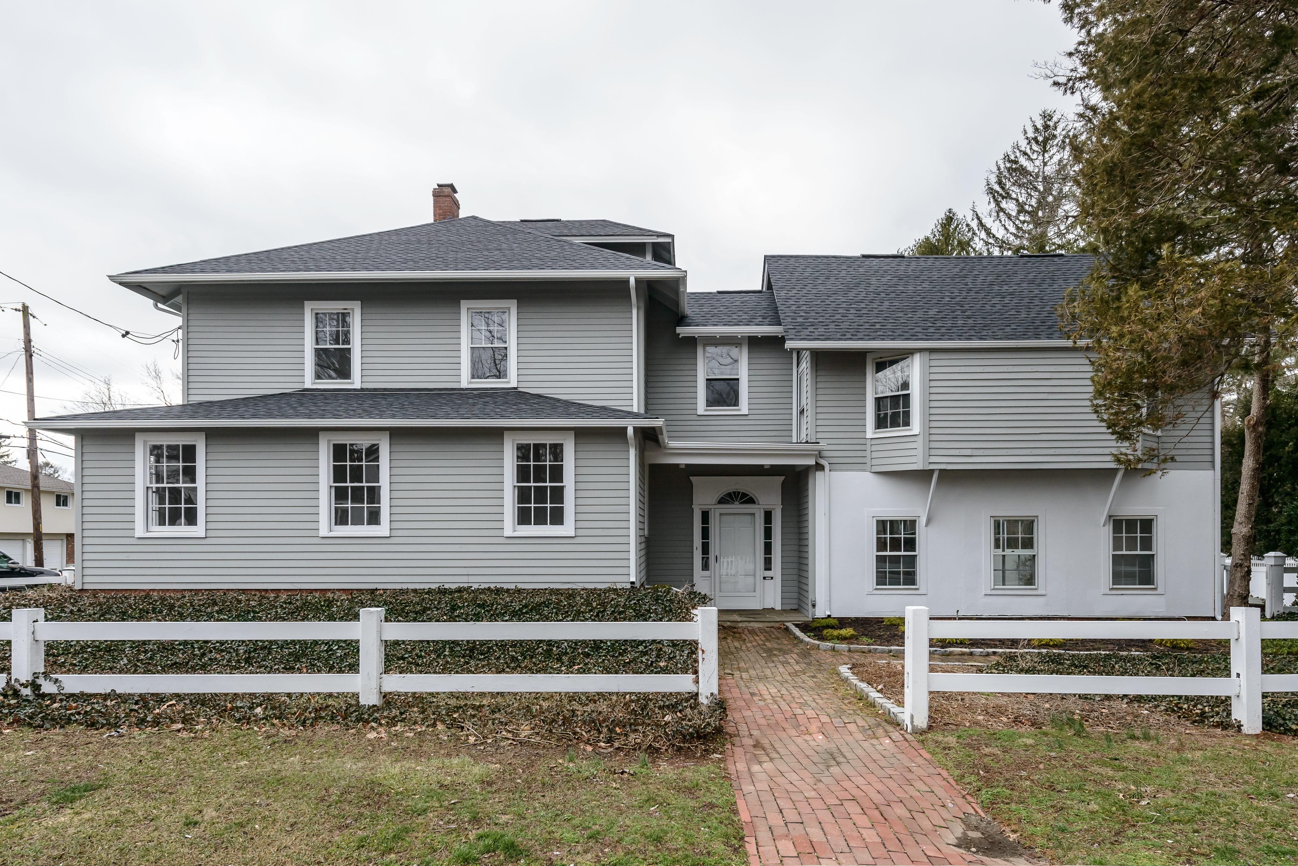 Villa per Vendita alle ore Colonial 135 Split Rock Rd Syosset, New York, 11791 Stati Uniti