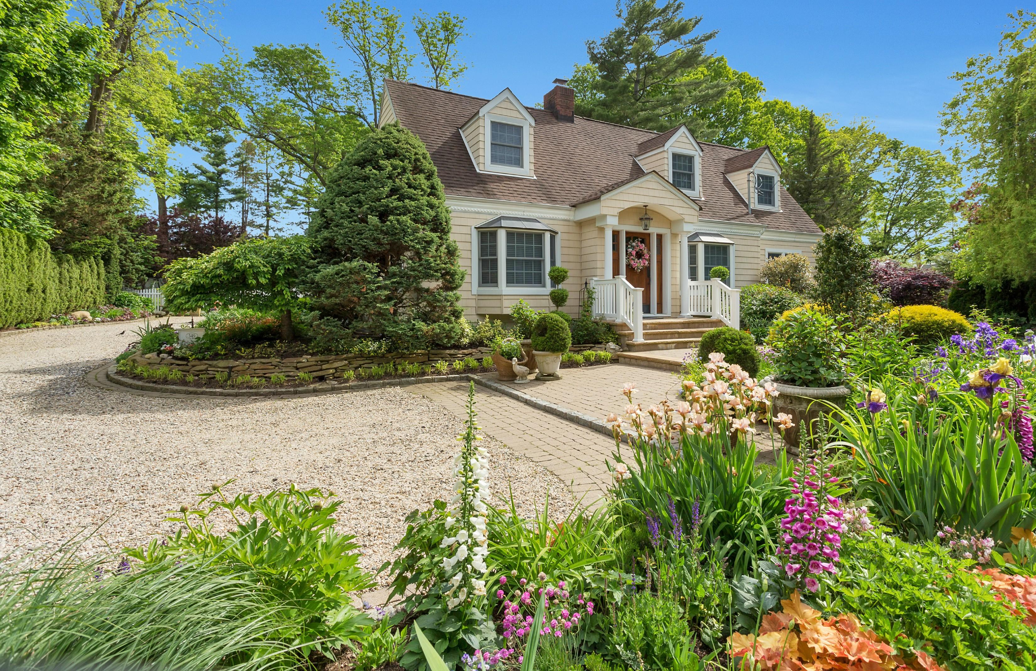 独户住宅 为 销售 在 Colonial 349 Harbor Dr 中央岛, 纽约州, 11771 美国