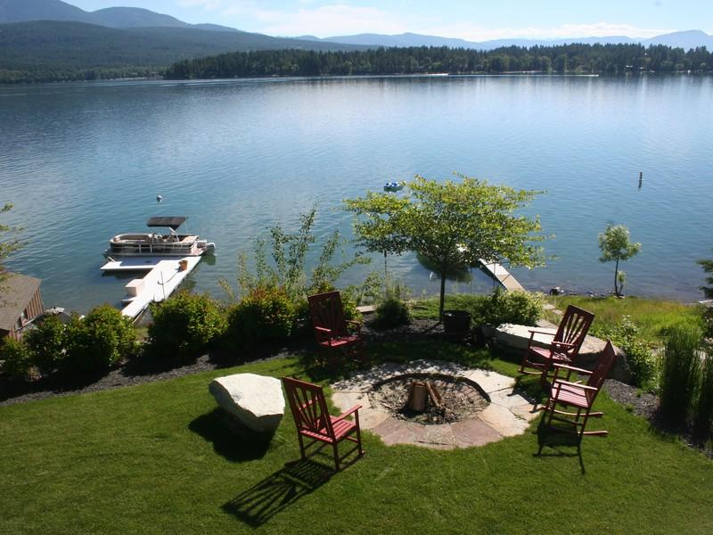 Maison unifamiliale pour l Vente à 1404 West Lakeshore Drive 1404 W Lakeshore Dr Whitefish, Montana, 59937 États-Unis