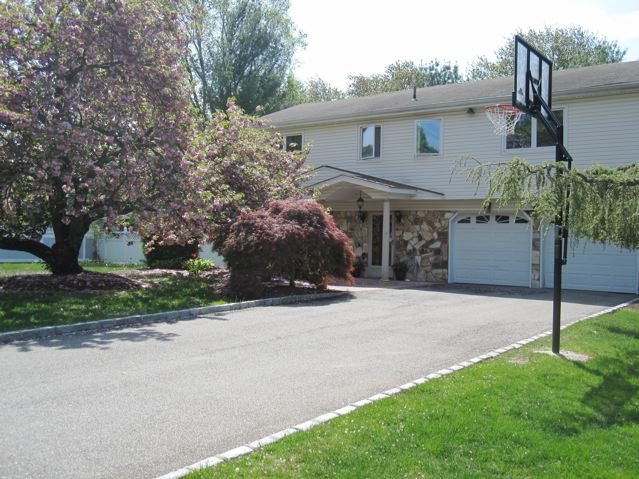 Single Family Home for Sale at Splanch 8 Firelight Ct Dix Hills, New York 11746 United States