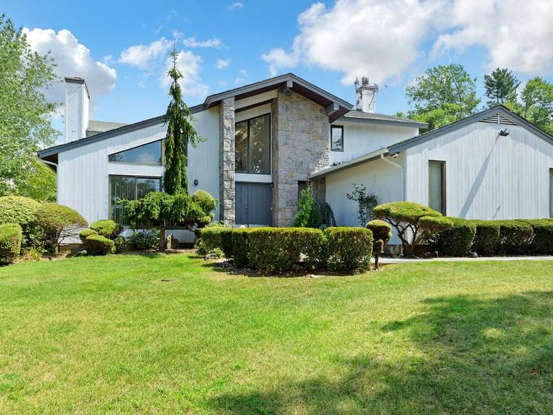 Nhà ở một gia đình vì Bán tại Spectacular Modern Colonial 32 Aldgate East Dr Manhasset, New York, 11030 Hoa Kỳ