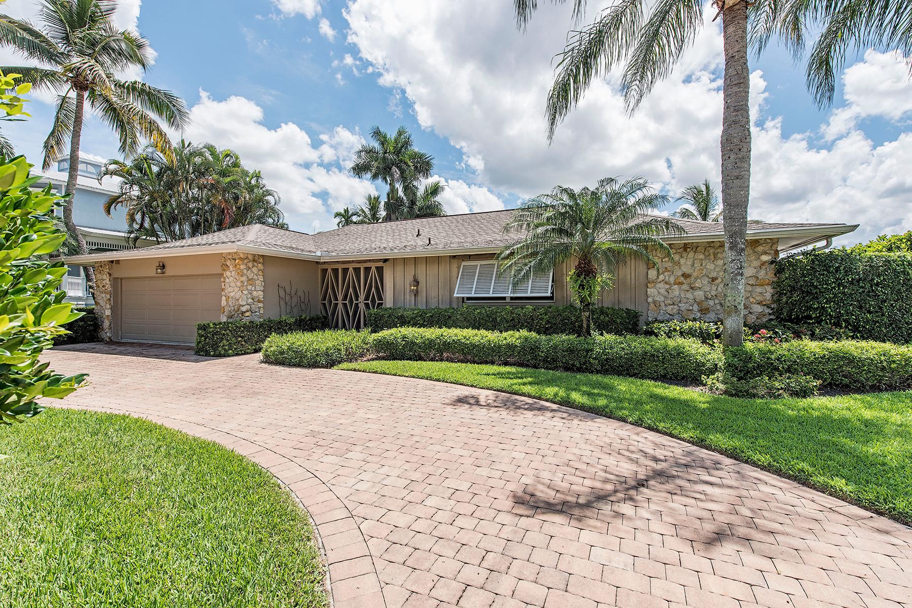 Villa per Vendita alle ore AQUALANE SHORES 1877 6th St S Naples, Florida 34102 Stati Uniti