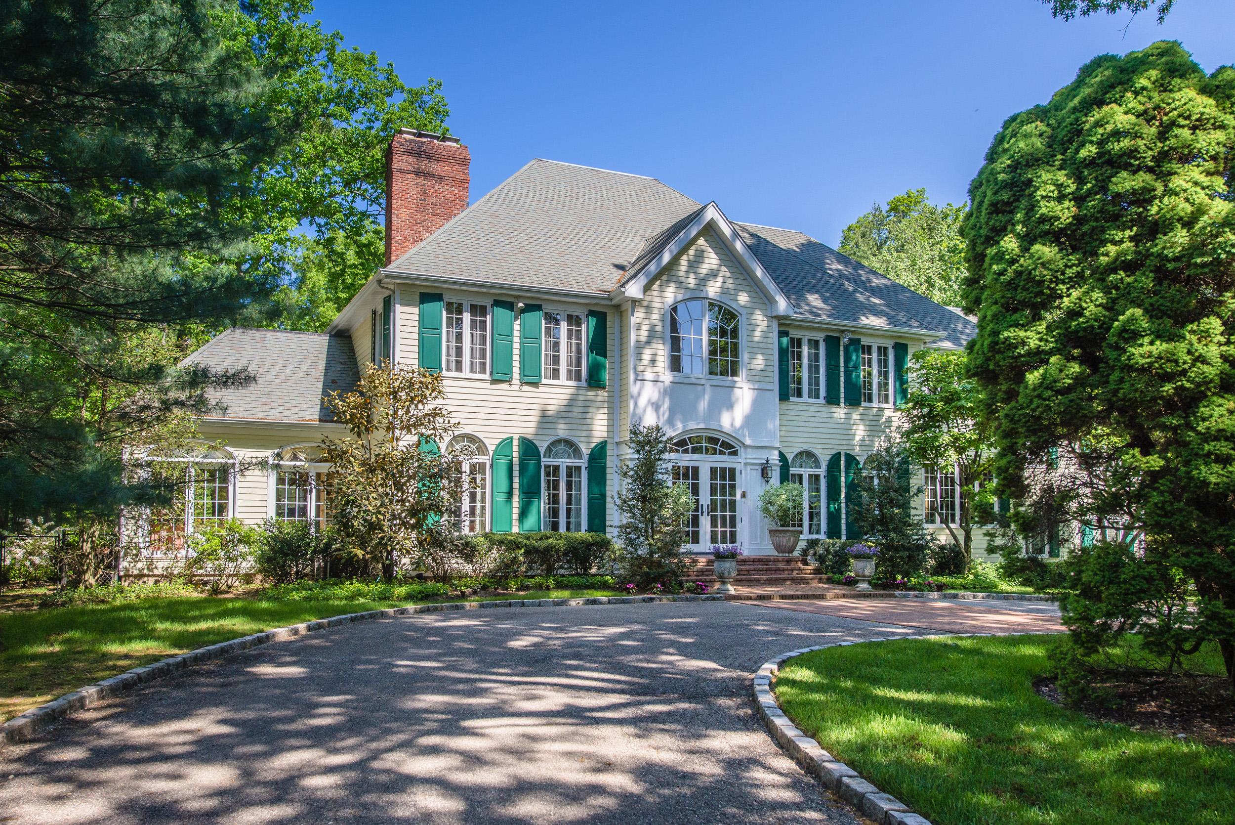 独户住宅 为 销售 在 Colonial 340 Annandale Dr Oyster Bay Cove, 纽约州 11791 美国