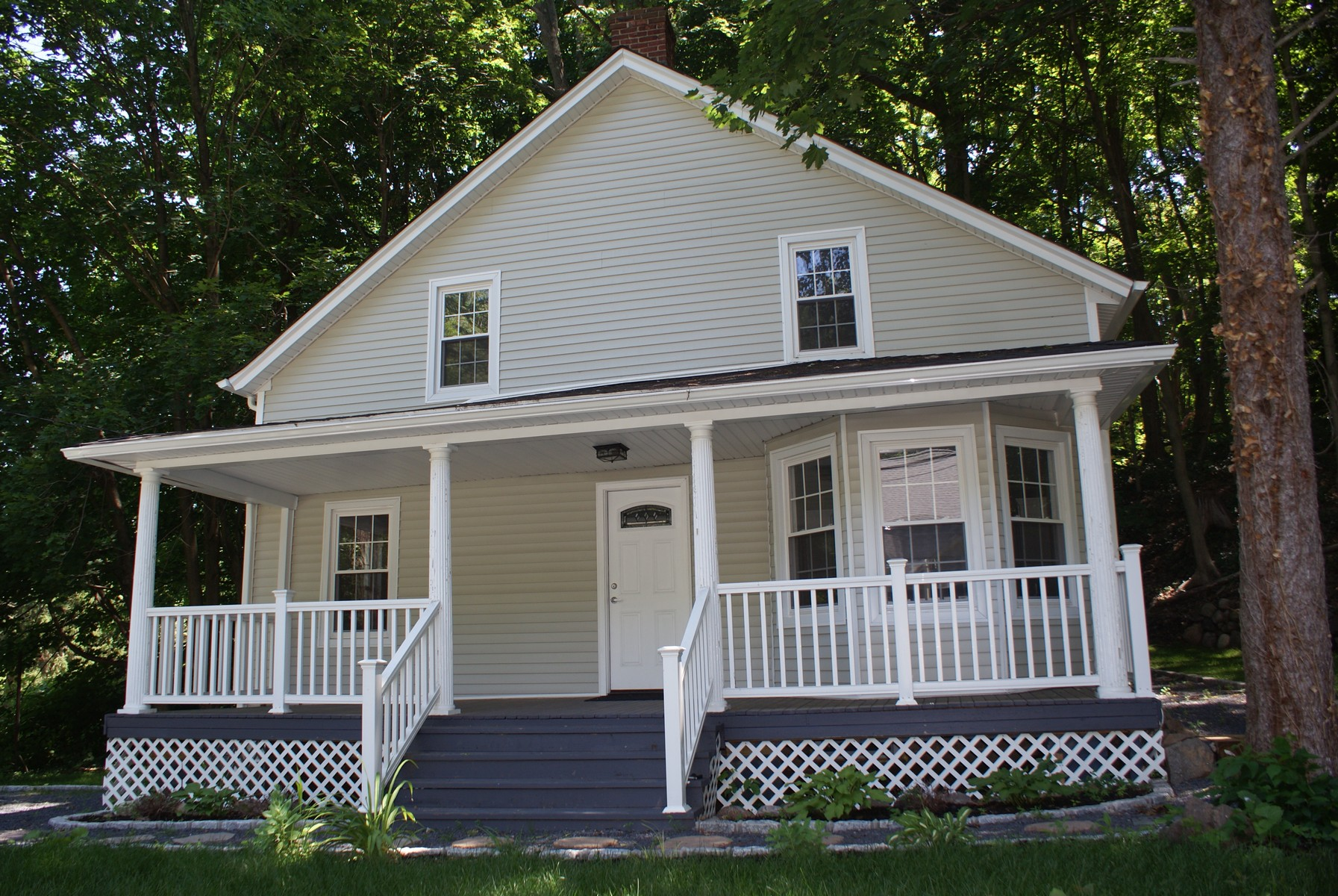 Single Family Home for Sale at Antique/Hist 171 Woodhull Rd Huntington, New York 11743 United States
