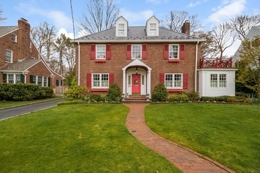 一戸建て のために 売買 アット Colonial 28 Hawthorne Pl Manhasset, ニューヨーク, 11030 アメリカ合衆国