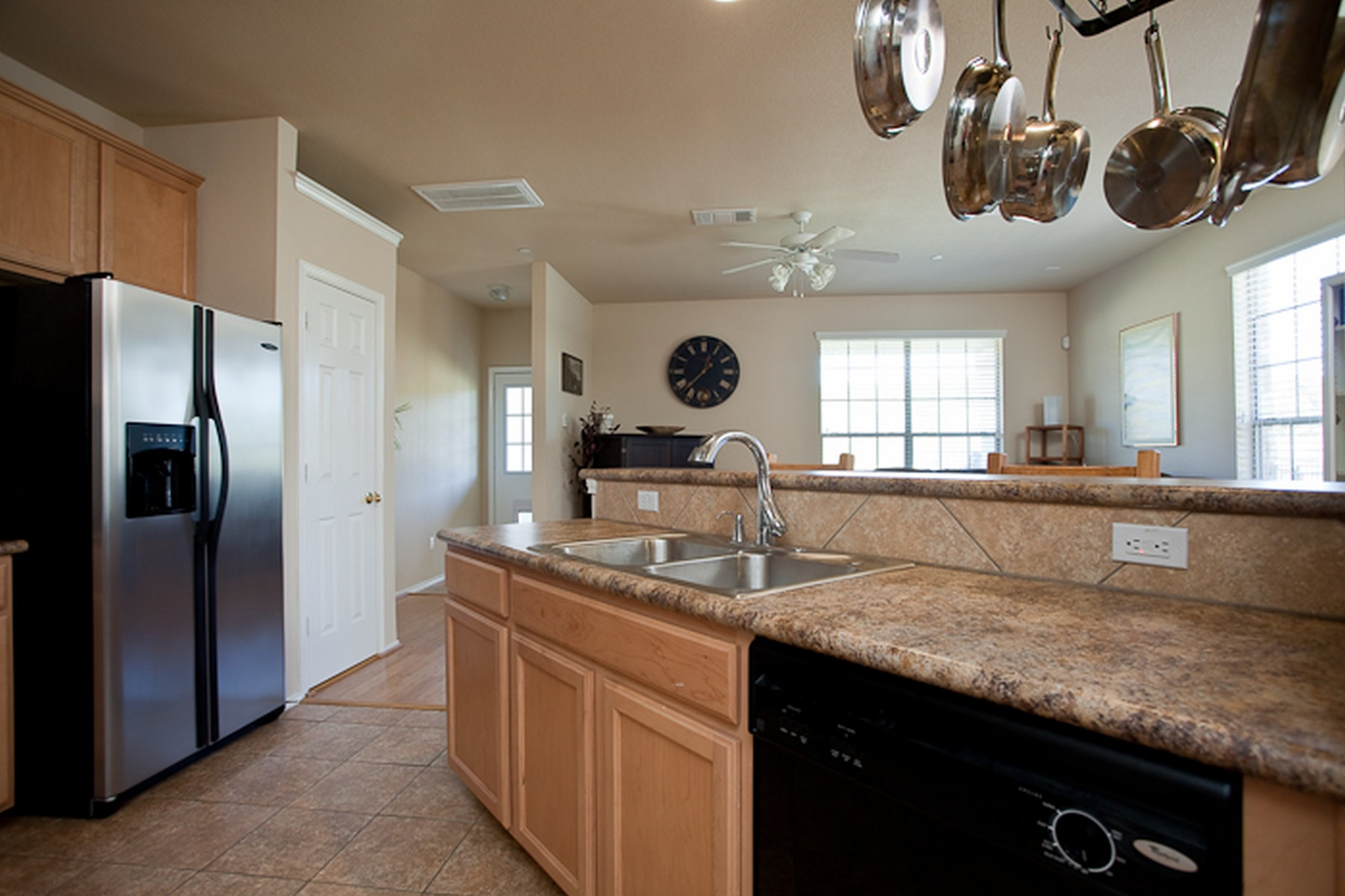 Additional photo for property listing at Beautiful End Unit Brodie Heights Condo 9201 Brodie Ln 903 Austin, Texas 78748 United States