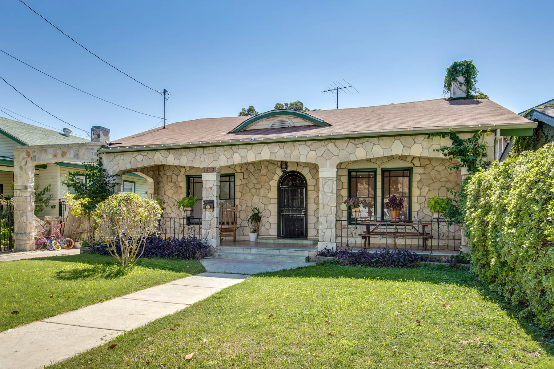 Single Family Home for Sale at Urban Living Inside Loop 410 1410 W Ashby Pl Five Points, San Antonio, Texas 78201 United States