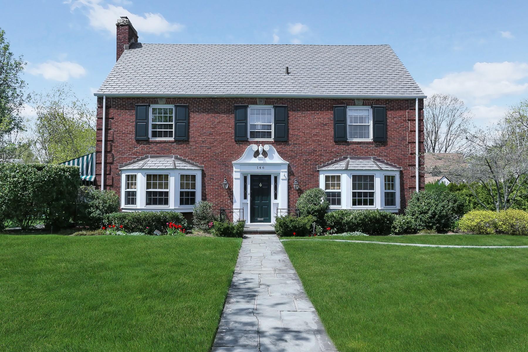 独户住宅 为 销售 在 Colonial 146 Nassau Blvd 花园城, 纽约州, 11530 美国