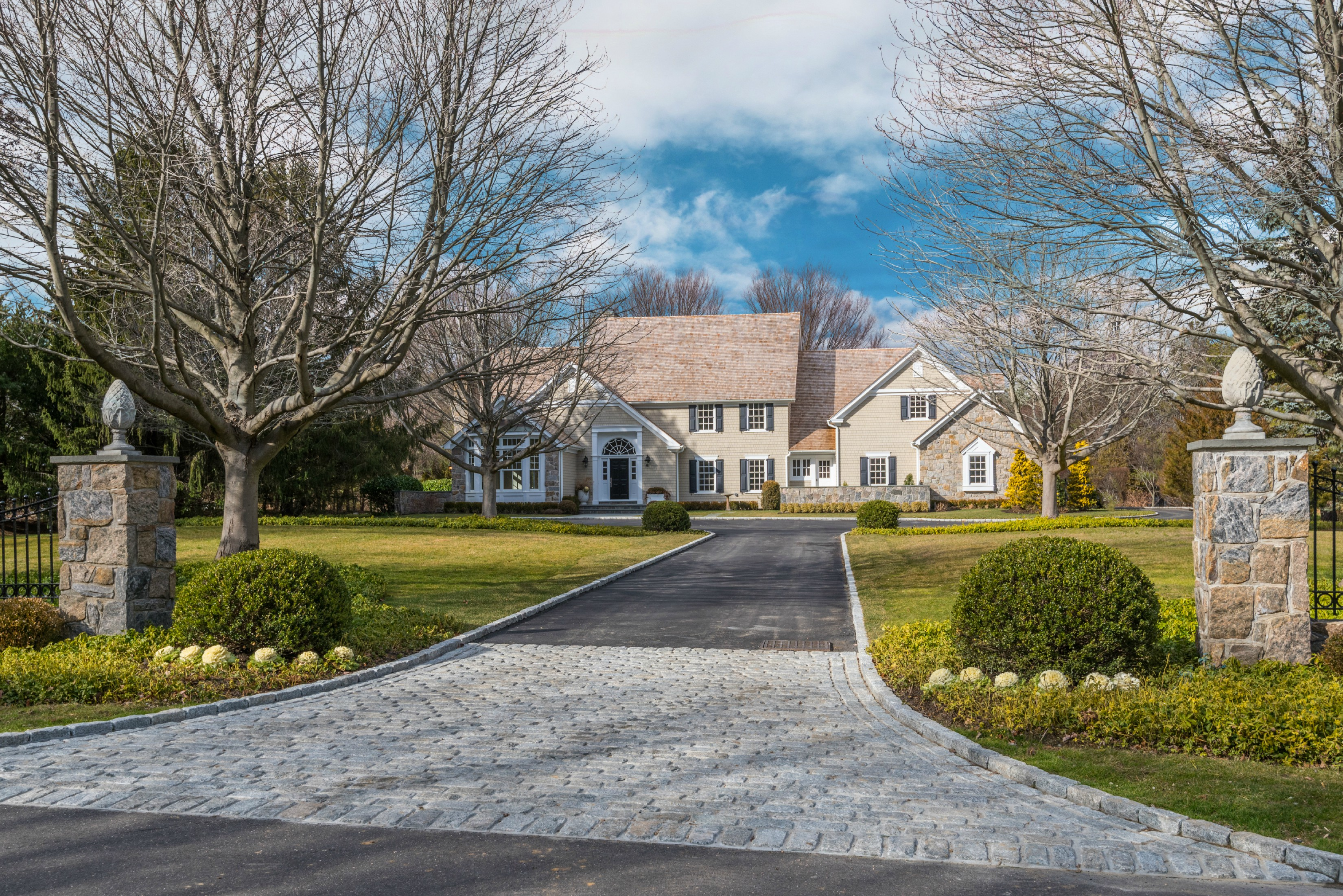 Single Family Home for Sale at Colonial 5 Fox Meadow Ln Lloyd Harbor, New York, 11743 United States