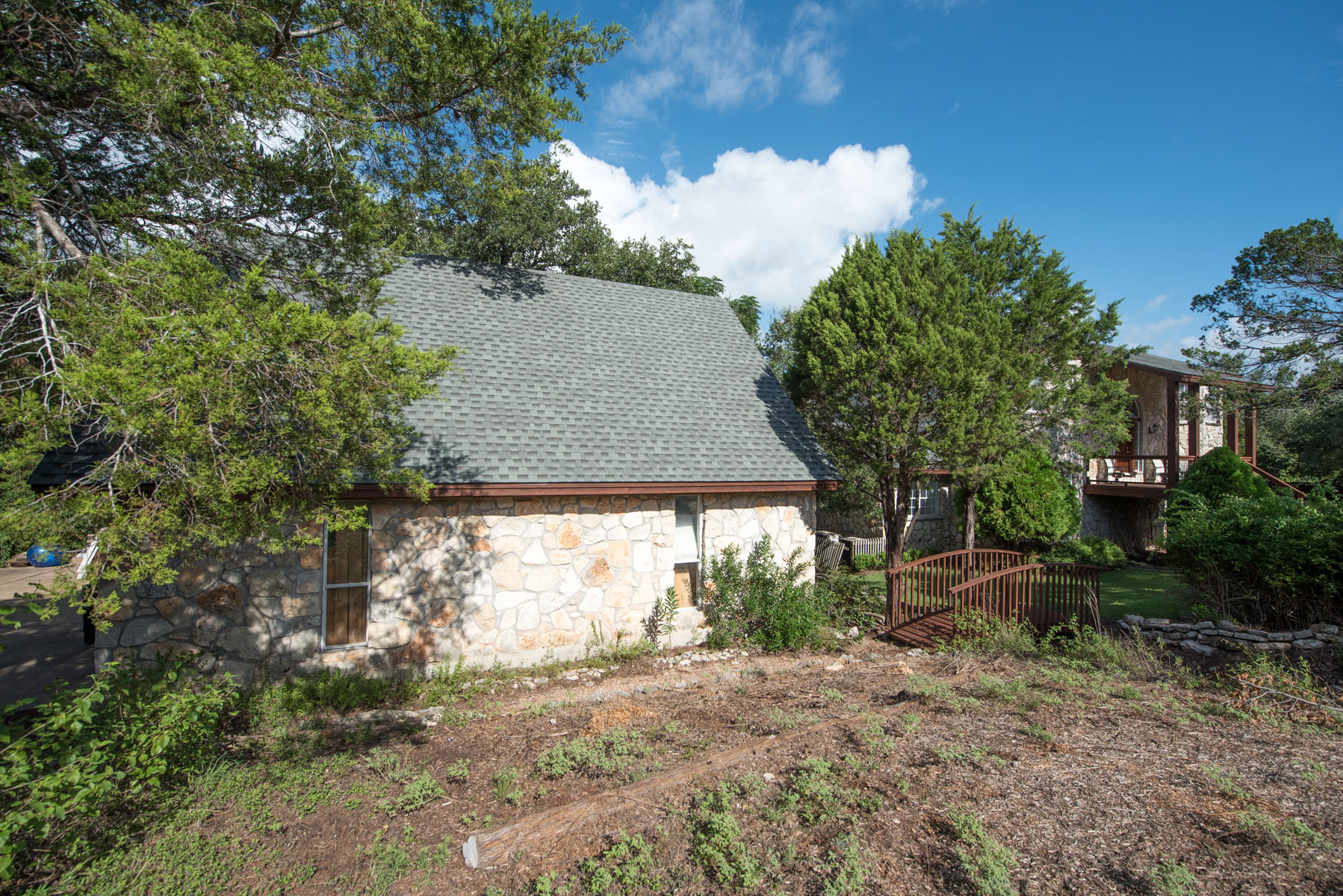 Additional photo for property listing at Split Level on a Double Lot 308 Malabar St Lakeway, Texas 78734 Estados Unidos