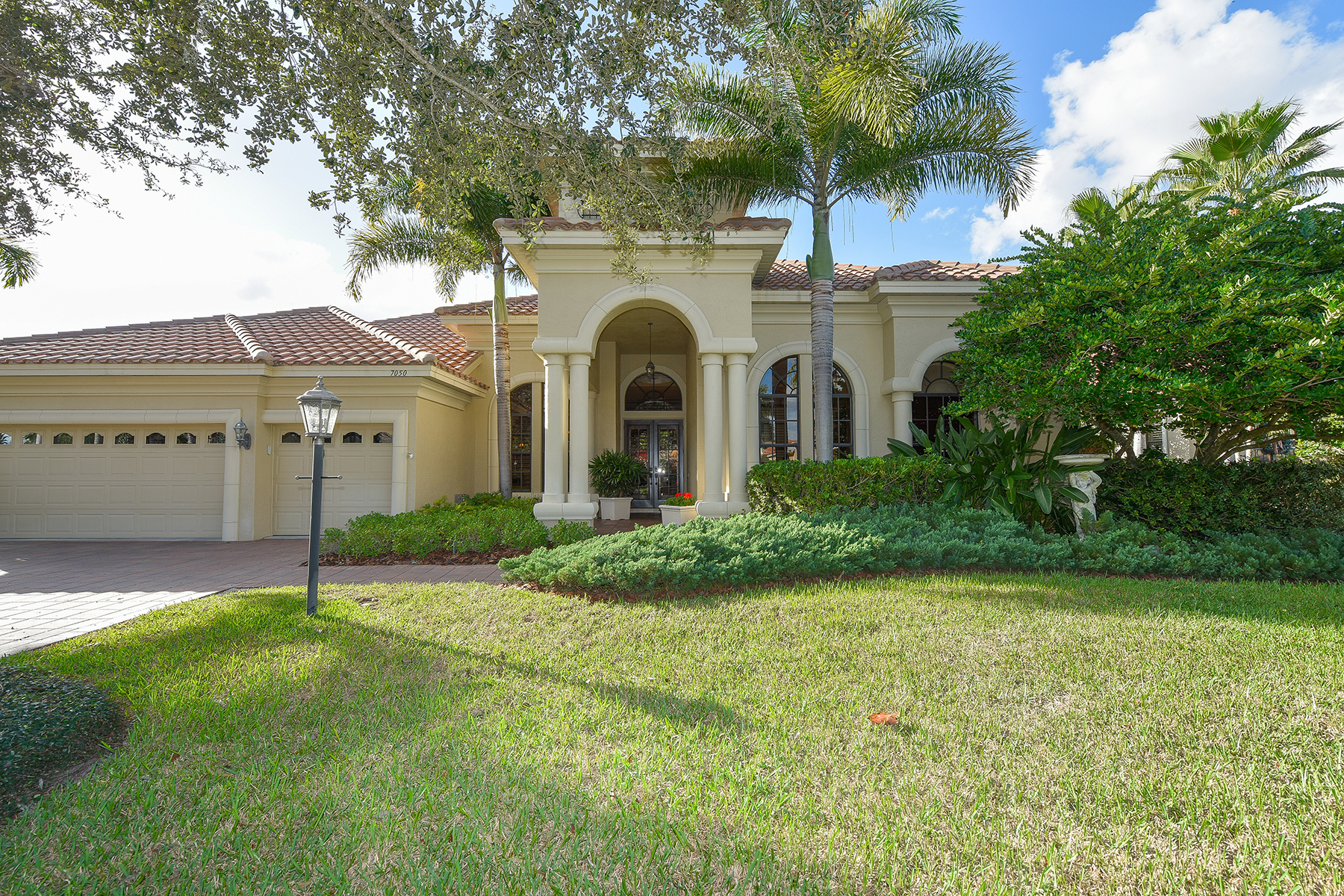 Single Family Home for Sale at LAKEWOOD RANCH - LEGENDS WALK 7050 Kingsmill Ct Lakewood Ranch, Florida, 34202 United States