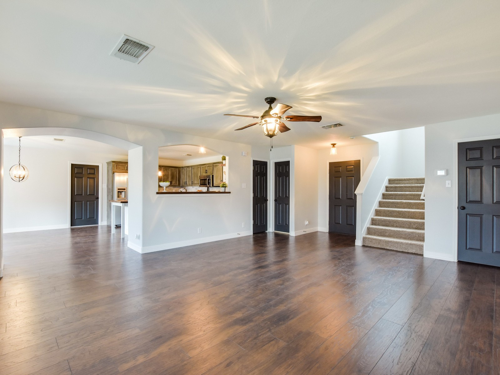 Additional photo for property listing at Amazing Upgrades Throughout 8446 Dusty Ridge Converse, Texas 78109 United States