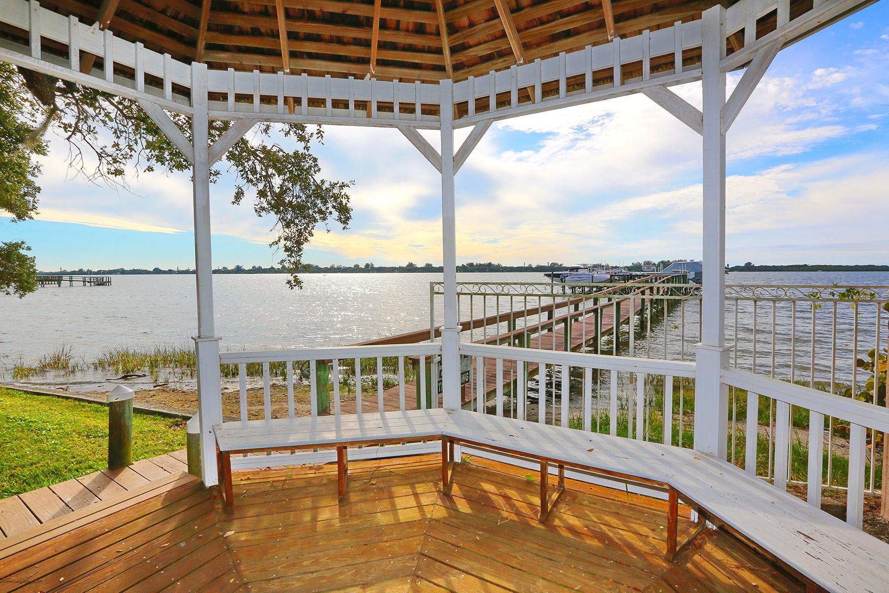 Maison unifamiliale pour l Vente à SUNSET PLACE 144 Puesta Del Sol Osprey, Florida 34229 États-Unis