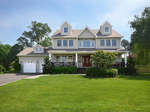 Single Family Home for Sale at Colonial 18 Eastland Dr Glen Cove, New York, 11542 United States