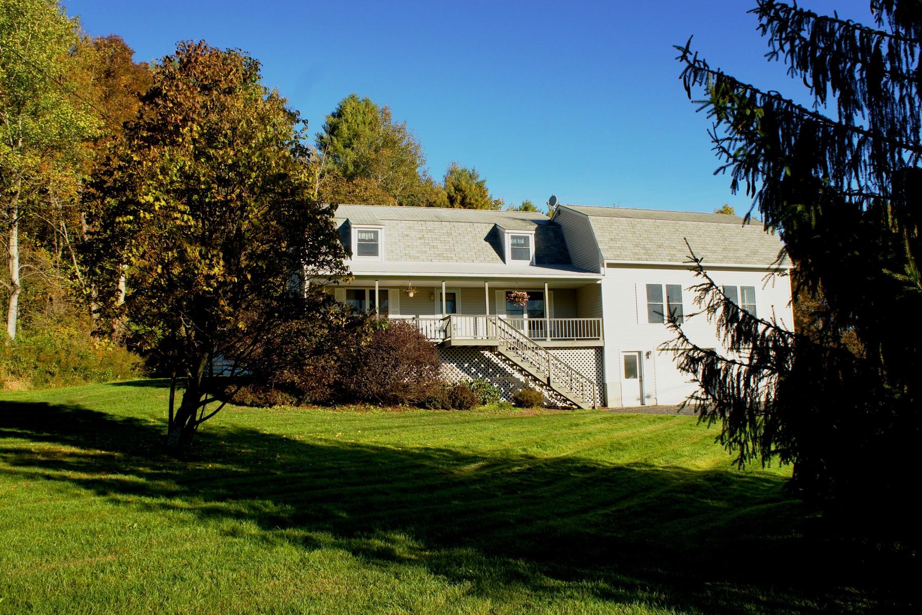 Maison unifamiliale pour l Vente à 737 Guptil Rd, Waterbury Waterbury, Vermont 05676 États-Unis
