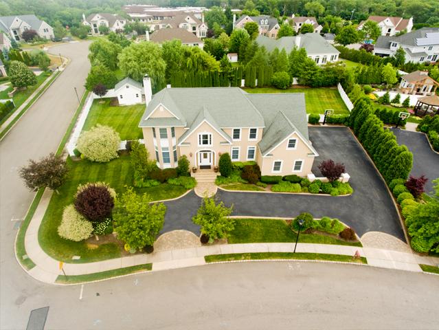 獨棟家庭住宅 為 出售 在 Colonial 115 Elmwood Dr Dix Hills, 紐約州, 11746 美國