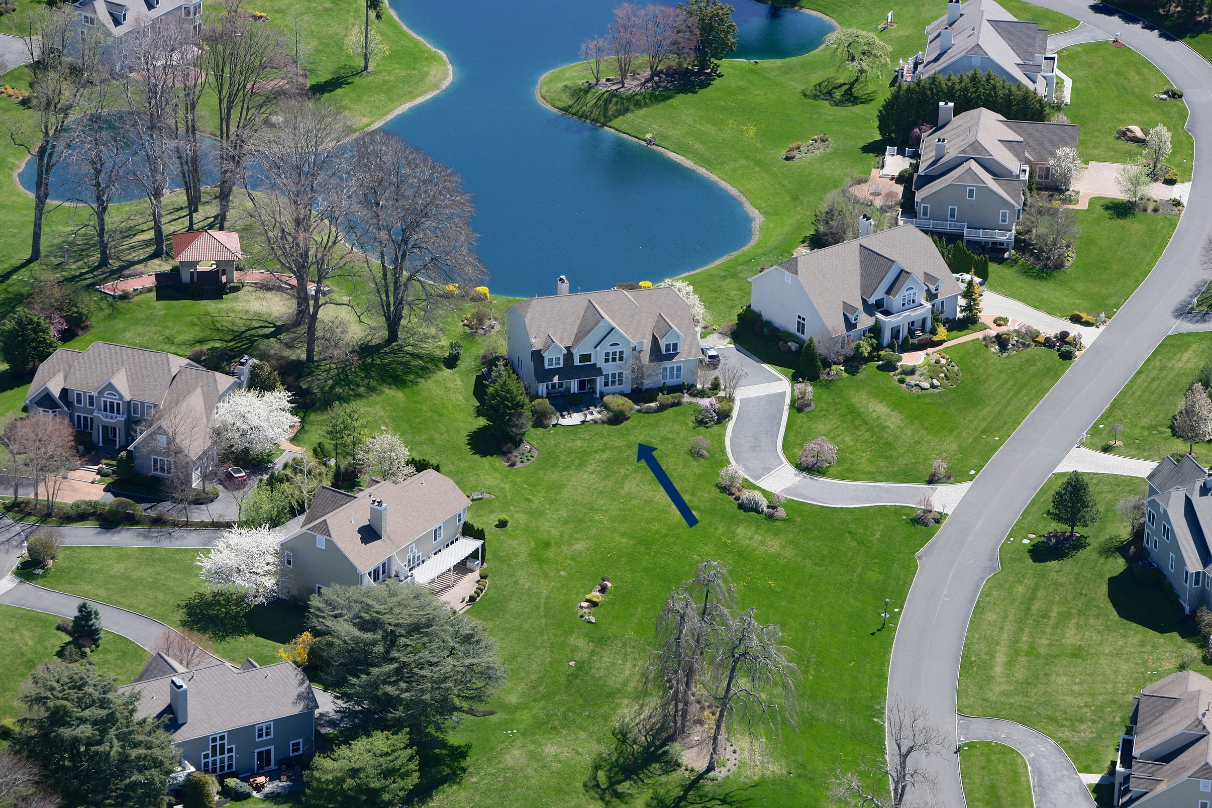 Casa para uma família para Venda às La Serena 53 Pembroke Dr Glen Cove, Nova York 11542 Estados Unidos