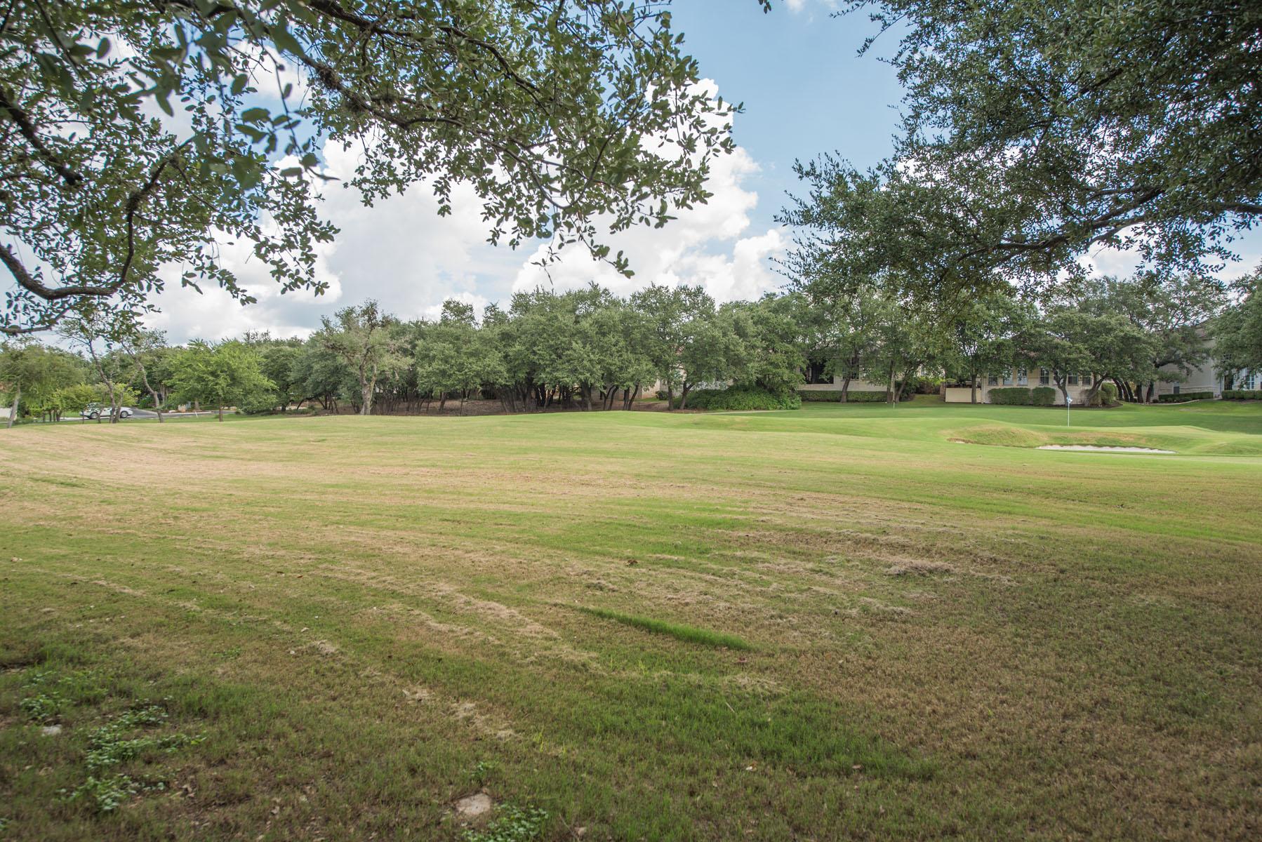 Piso por un Venta en Golf Course Living 313 The Hills Dr 16 The Hills, Texas 78738 Estados Unidos