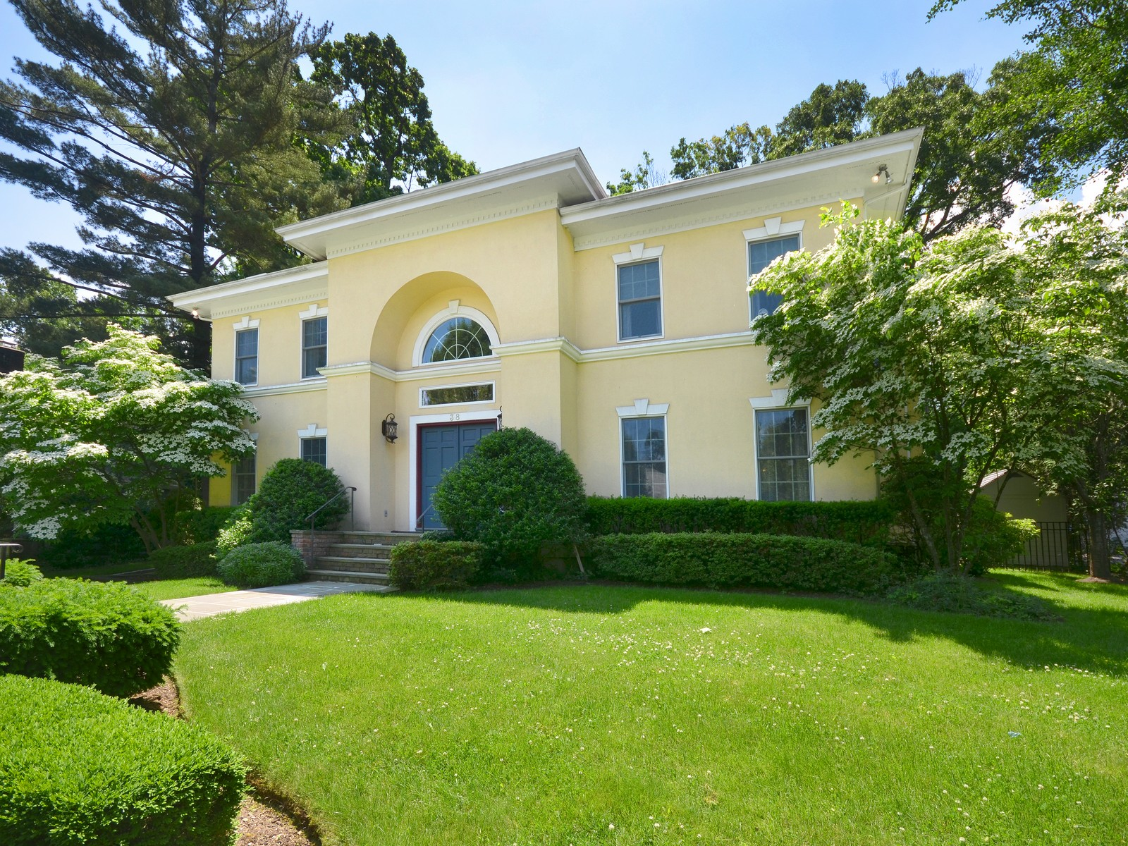 Single Family Home for Sale at Colonial 38 Reid Ave Port Washington, New York, 11050 United States
