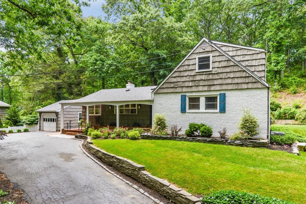 Villa per Vendita alle ore Farm Ranch 12 Dunlop Rd Huntington, New York, 11743 Stati Uniti