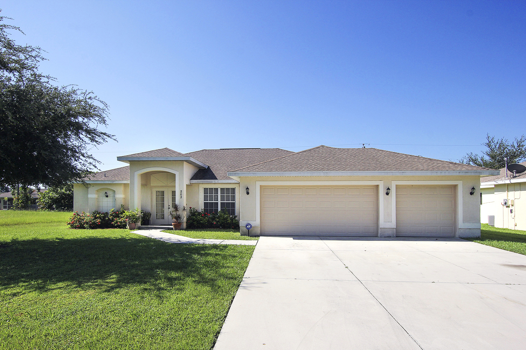 Single Family Home for Sale at CAPE CORAL 202 SE 23rd Cape Coral, 33990 United States