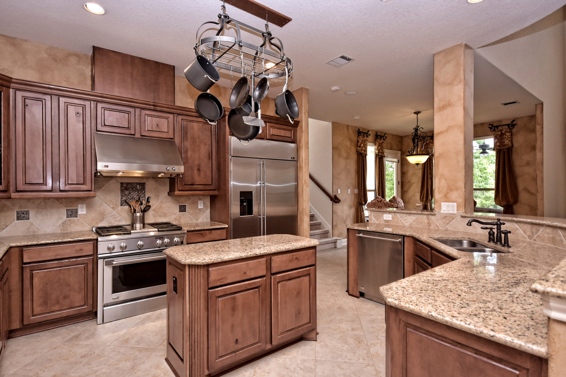 Additional photo for property listing at Exquisite Home in The Dominion 7450 Hovingham San Antonio, Texas 78257 Estados Unidos